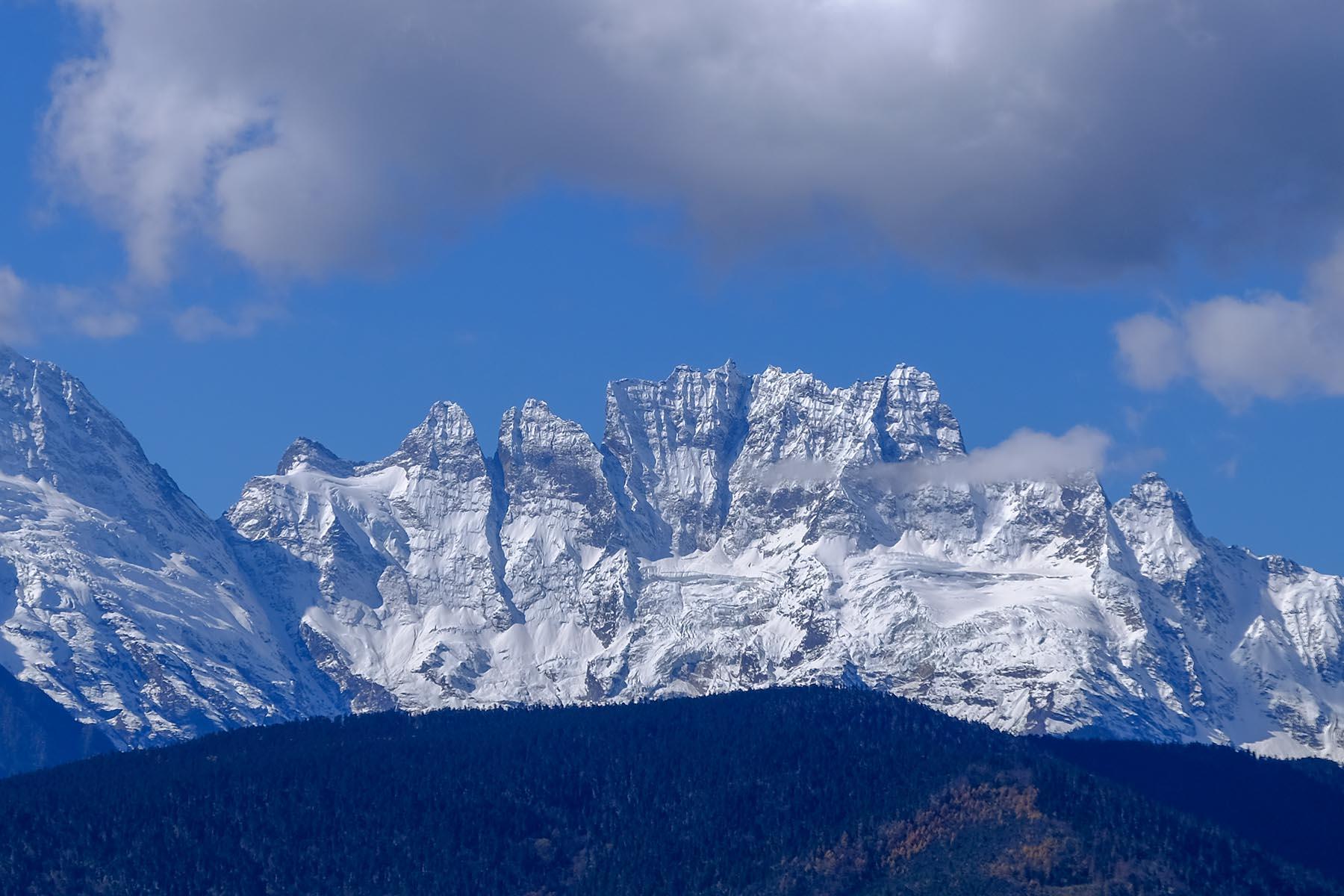 Meili Snow Mountain Gebirge Gipfel in Yunnan, China mit Schnee