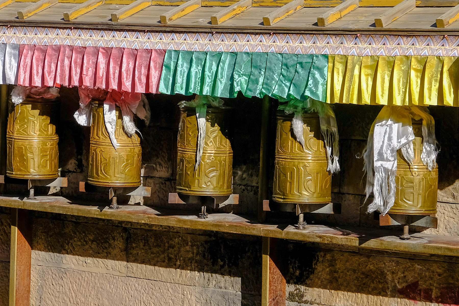 Kleine Gebetsmühlen in der Altstadt von Shangrila, Yunnan