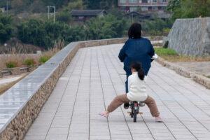 Fahrrad fahren in Songkou in Fujian, China