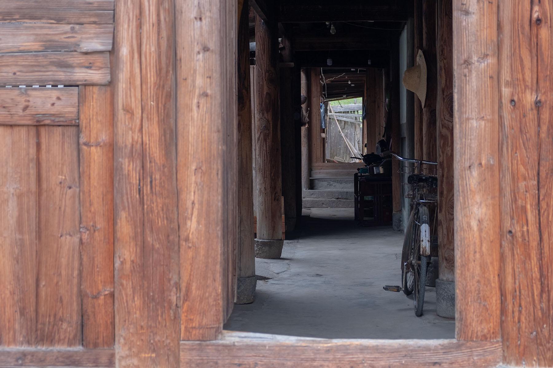 Eingang zu einem alten Gebäude in Songkou in Fujian, China