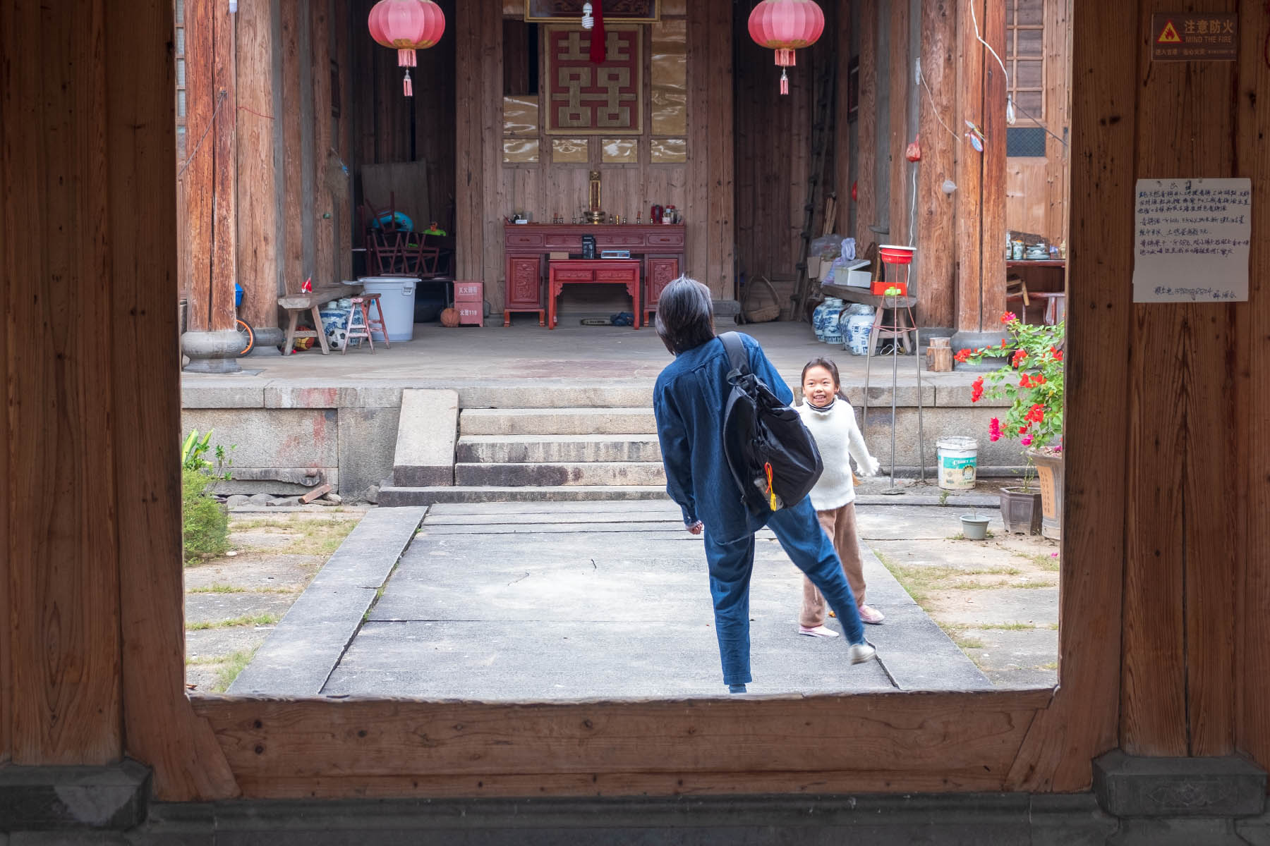 Blick in ein altes Gebäude in Songkou in Fujian, China