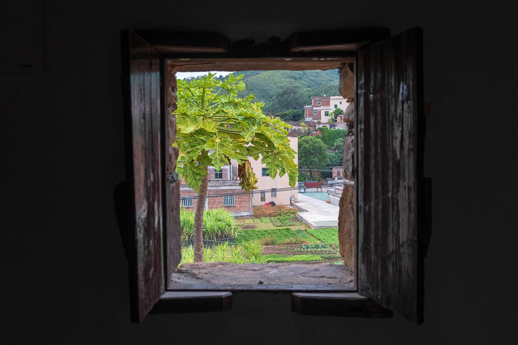 Blick aus Fenster in Zhangjiao in der Provinz Fujian, China
