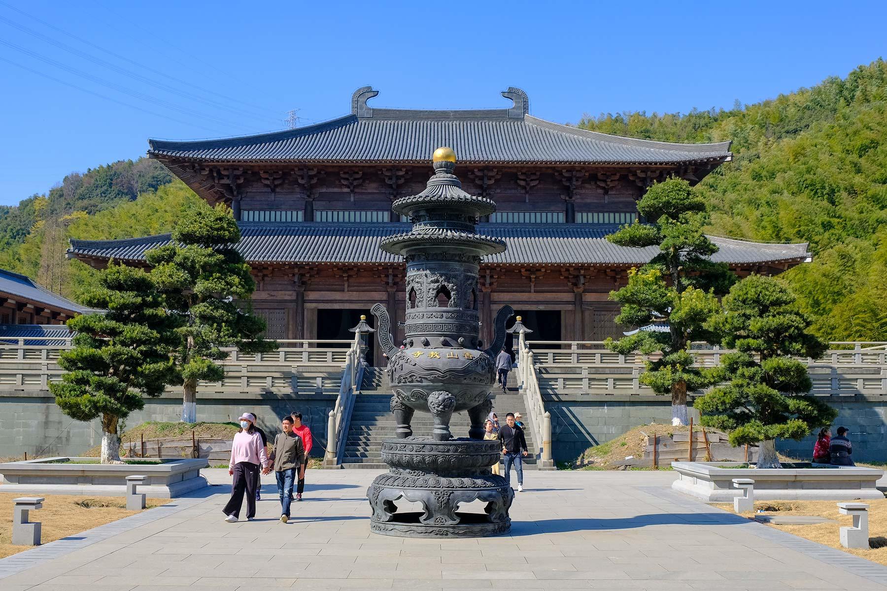 Xiangshan Tempel im Nine Dragon Lake Park in Ningbo, China