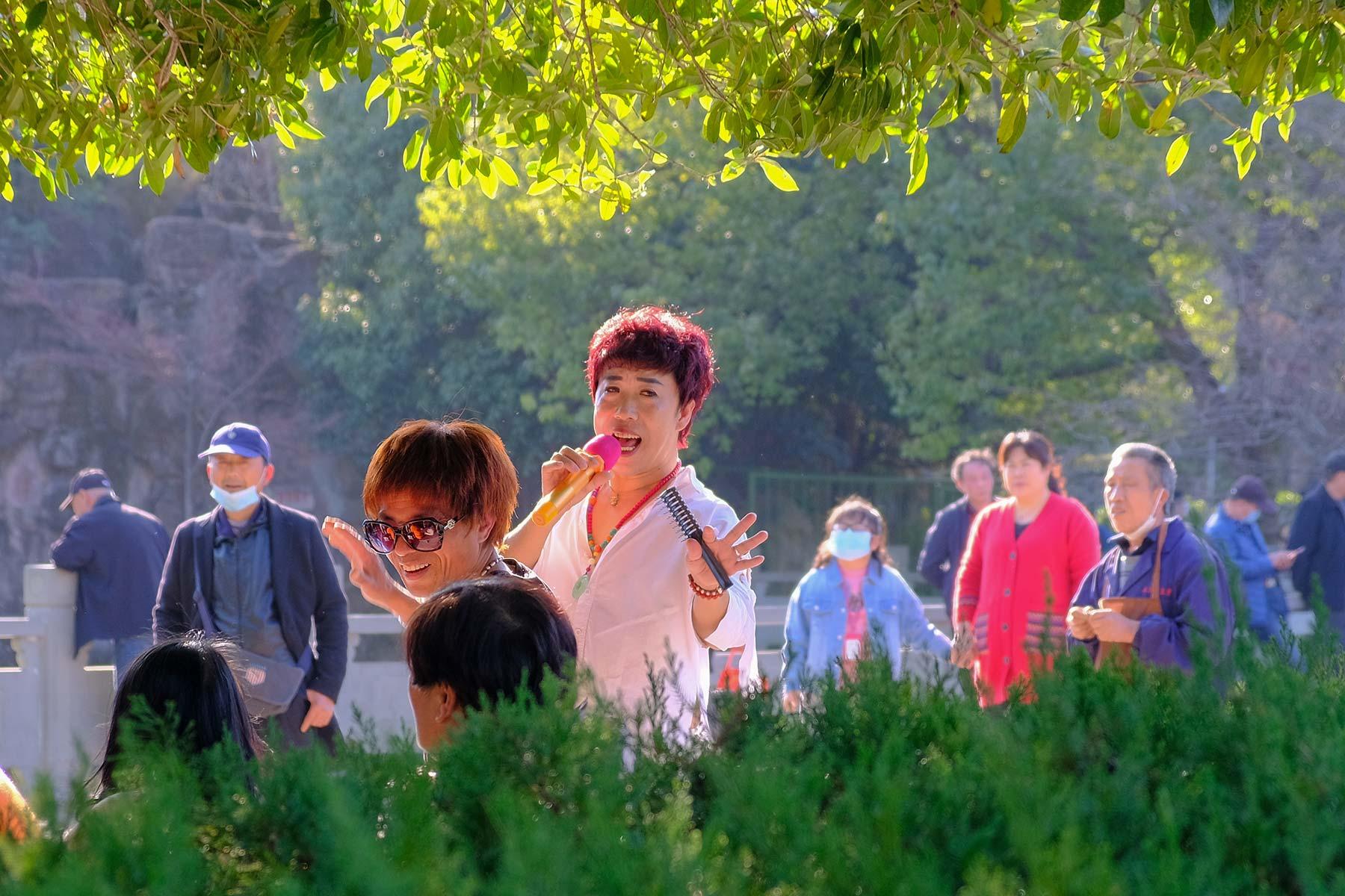 Musiker im Zhongshan Park in Ningbo, China