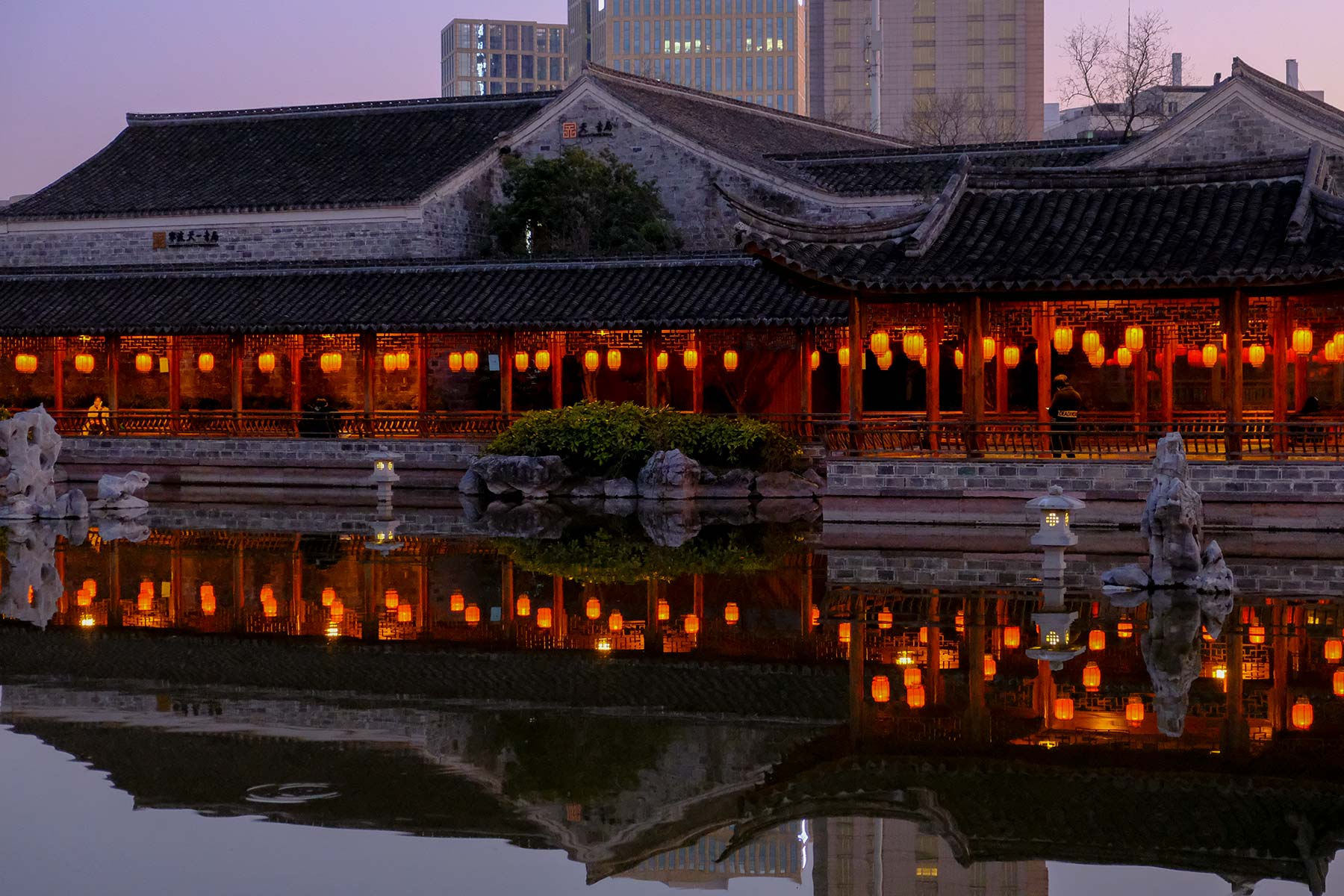Tianyi Pavillon am Abend in Ningbo, China