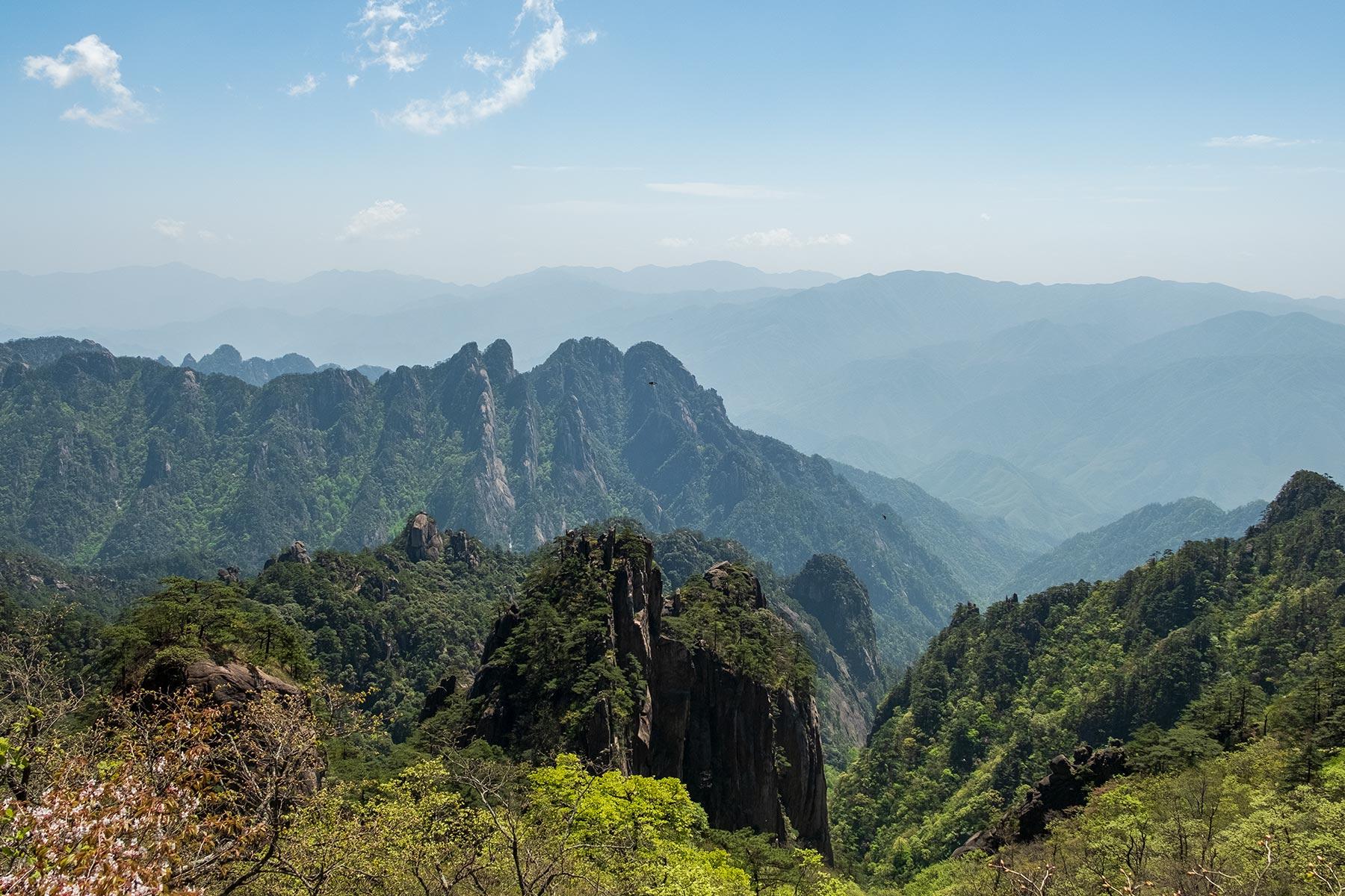 Huangshan Gebirge in Anhui, China im Frühling