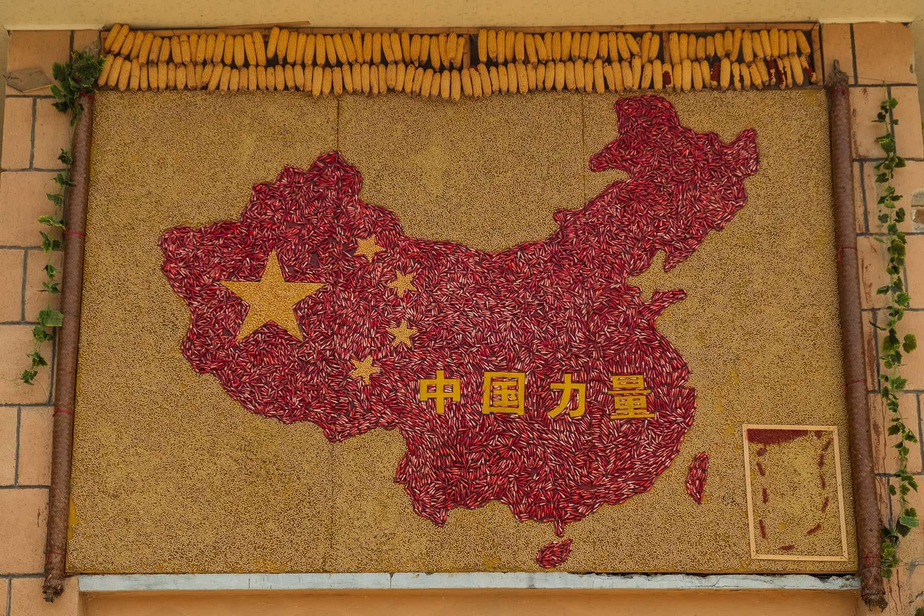 China Propaganda in Yangchan Tulou 阳产土楼 Erdhäuser Dorf in Anhui