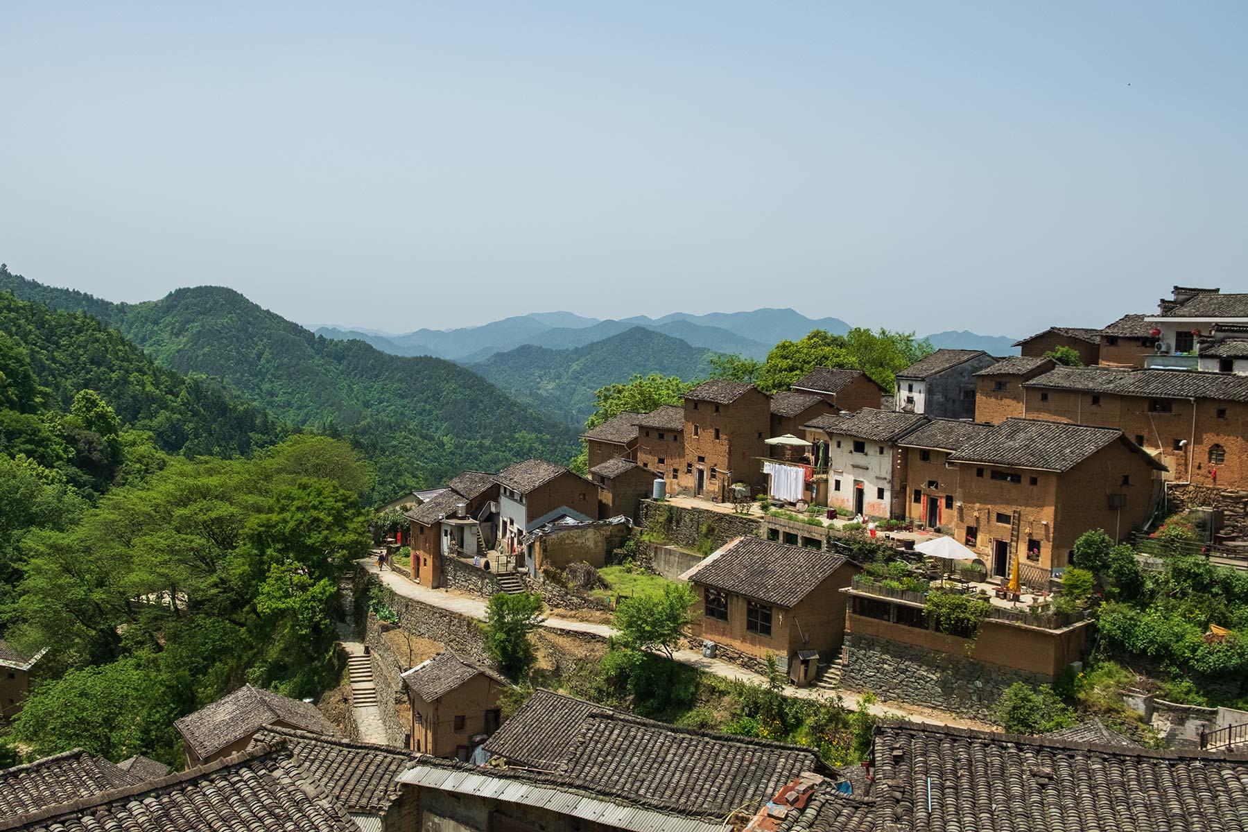 Blick auf Yangchan Tulou 阳产土楼 Erdhäuser Dorf in Anhui, China