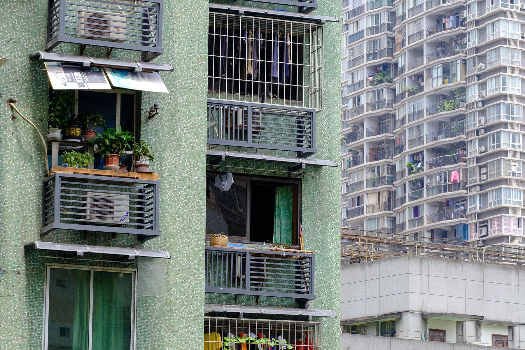 Hochhäuser mit Pflanzen in Chongqing