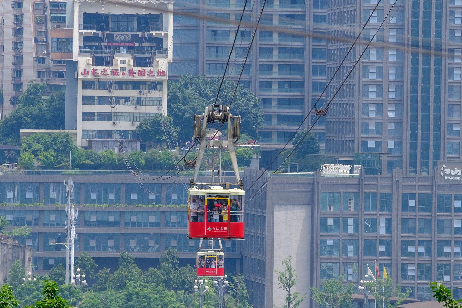 Gondeln einer Seilbahn in Chongqing