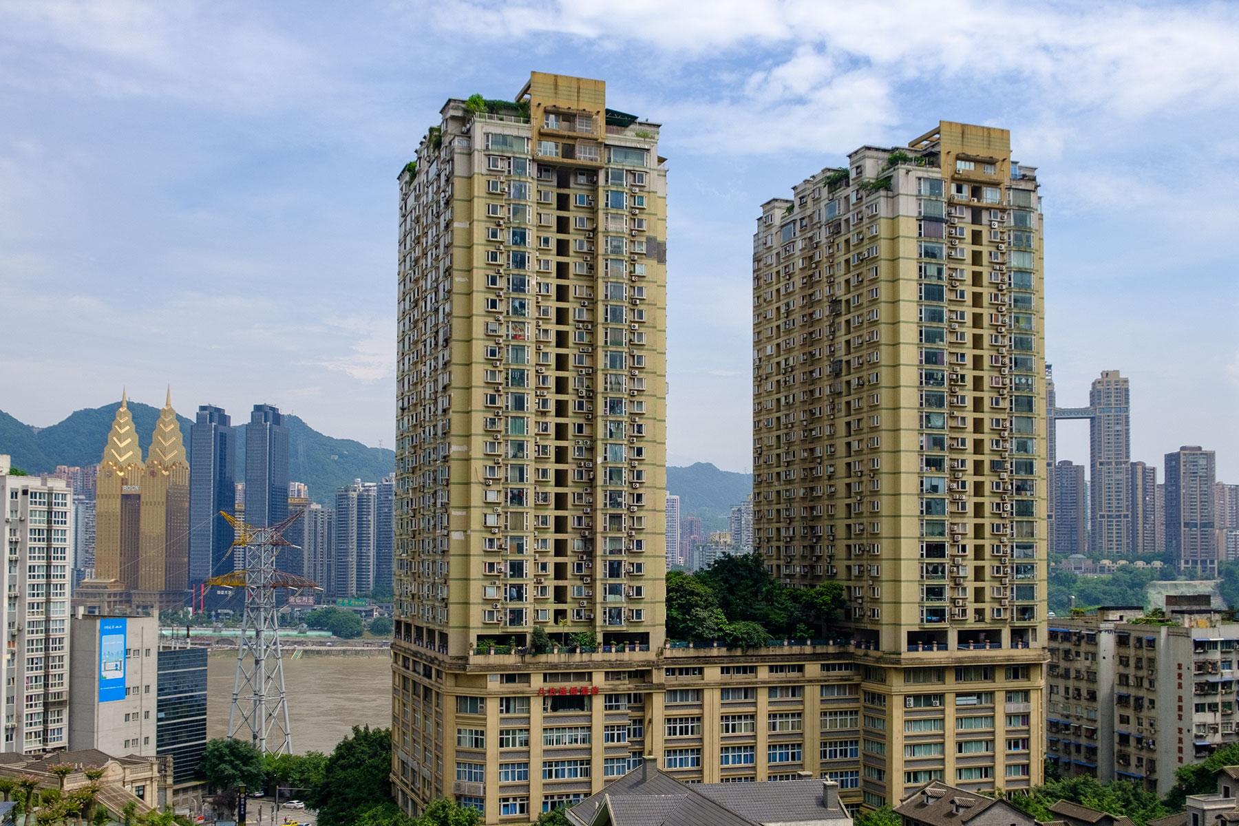 Hochhäuser im Sommer in Chongqing