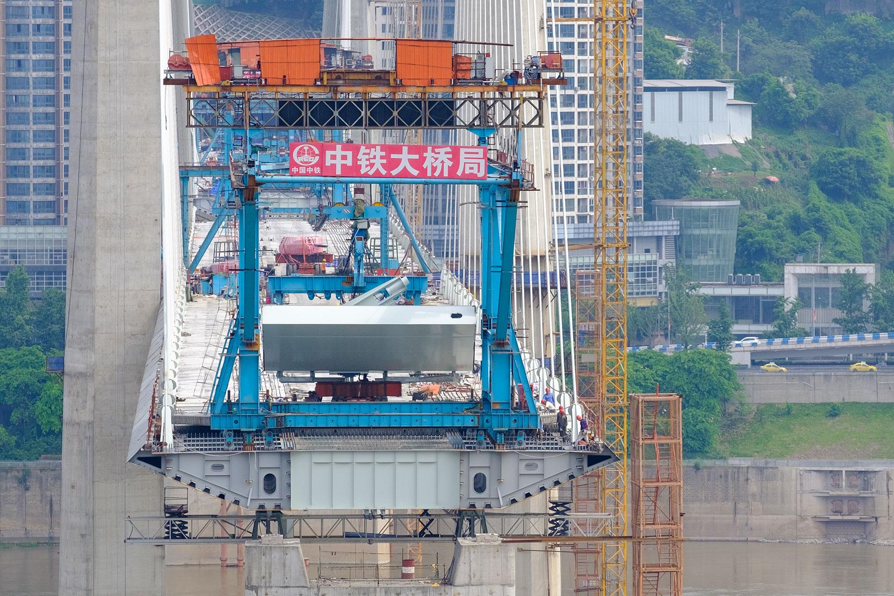 Eine neue Brücke wird gebaut in Chongqing