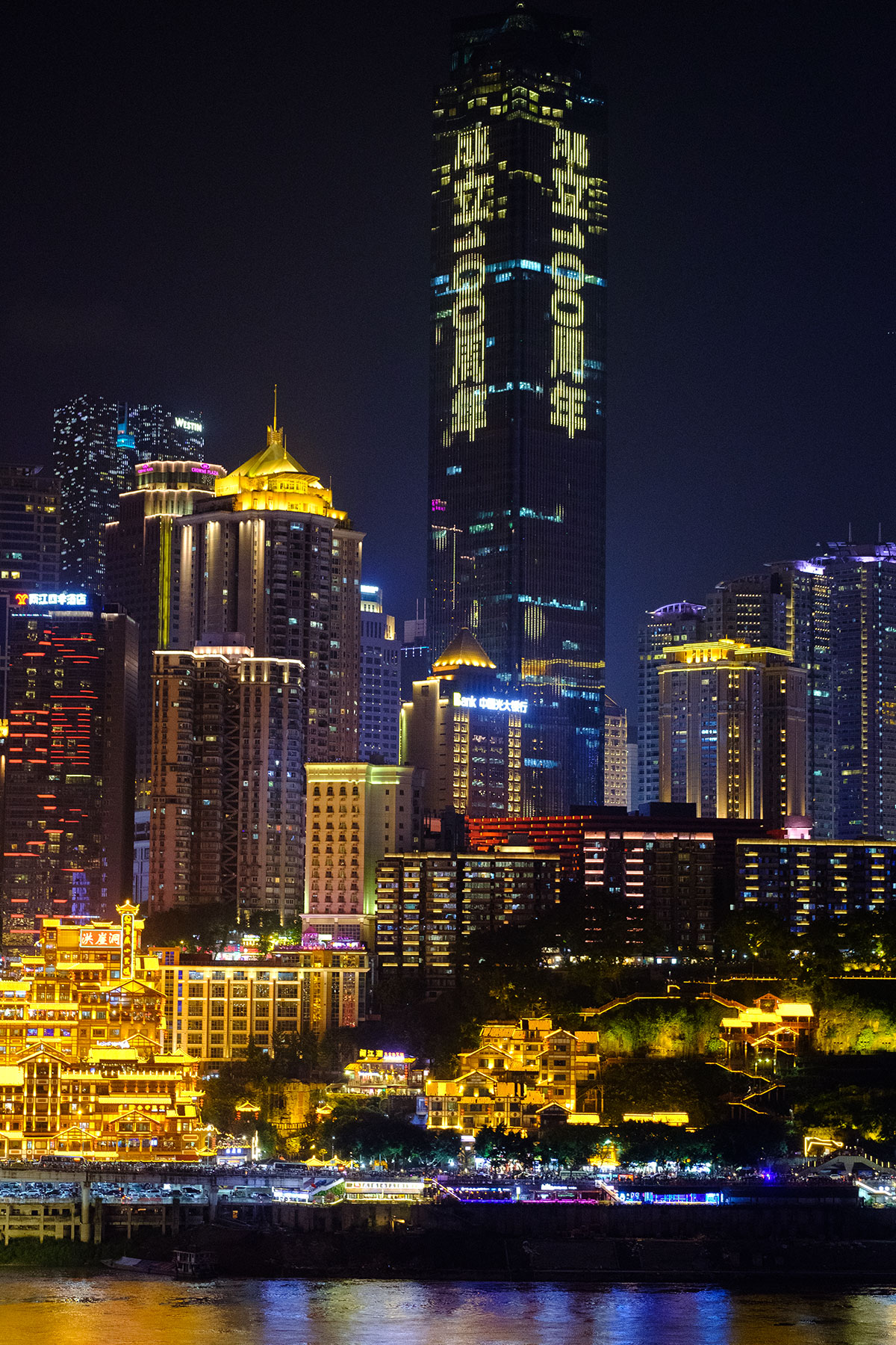Skyline bei Nacht in Chongqing