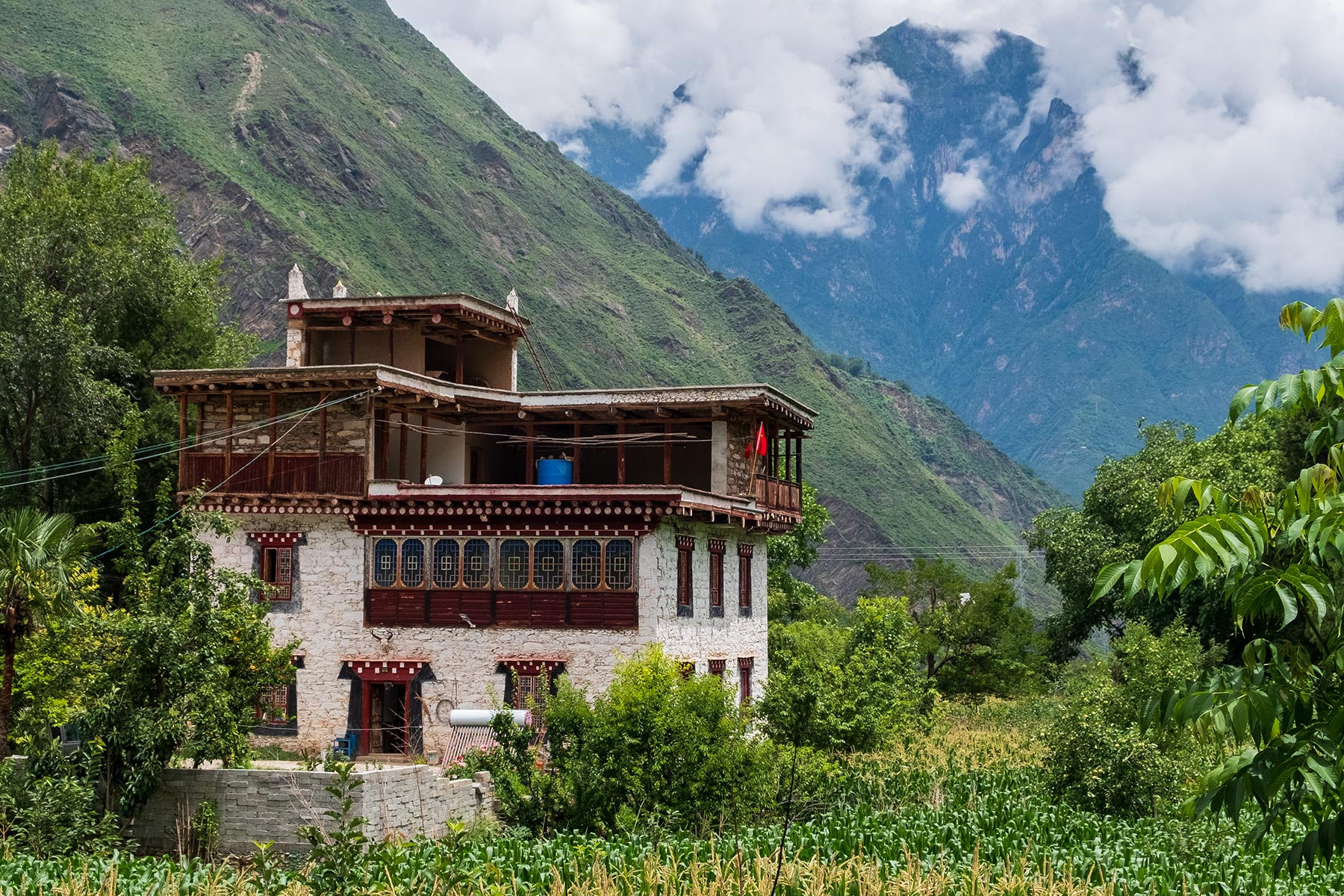 Gebäude im tibetischen Dorf Danba Zangzhai in China