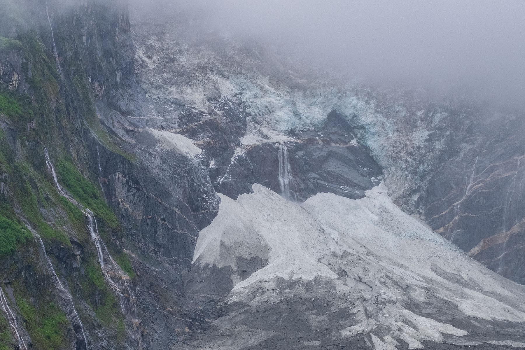 Gletscher im Vogel im Hailuogou Gletscher Park in Sichuan