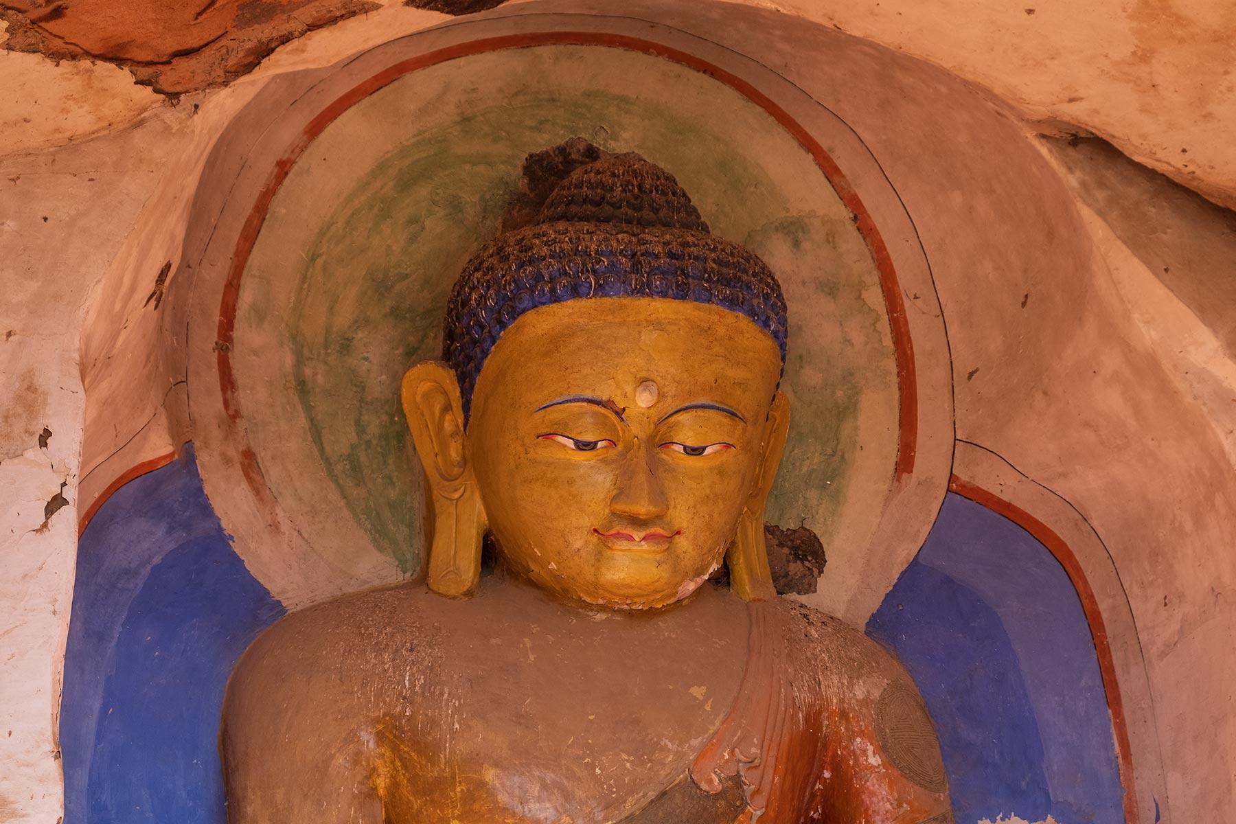 Buddha Statue im Mati Tempel in Gansu