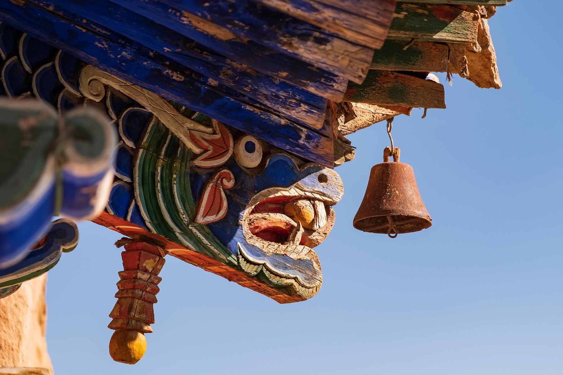 Holzverzierungen am Mati Tempel in Gansu