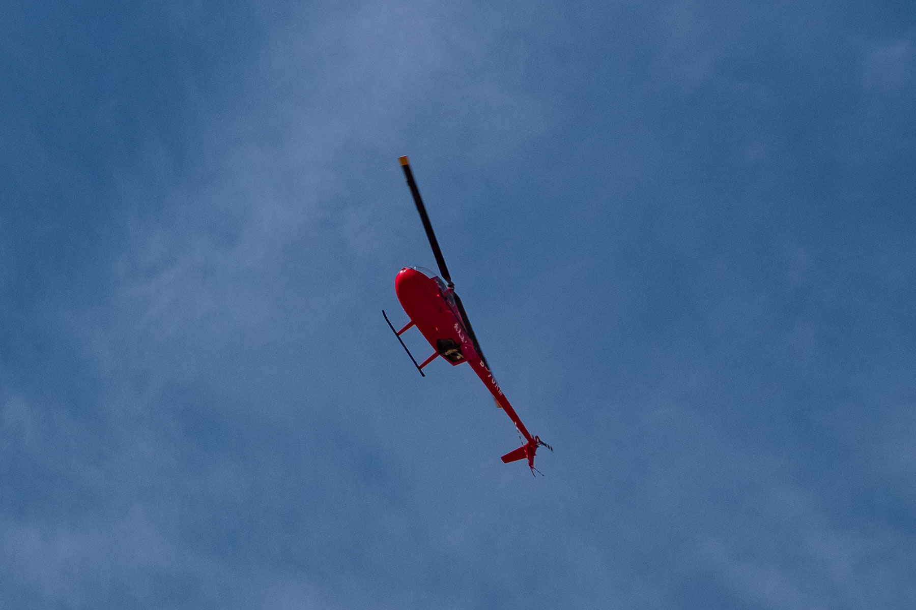 Hubschrauber in der Mingsha Wüste in Dunhuang in China
