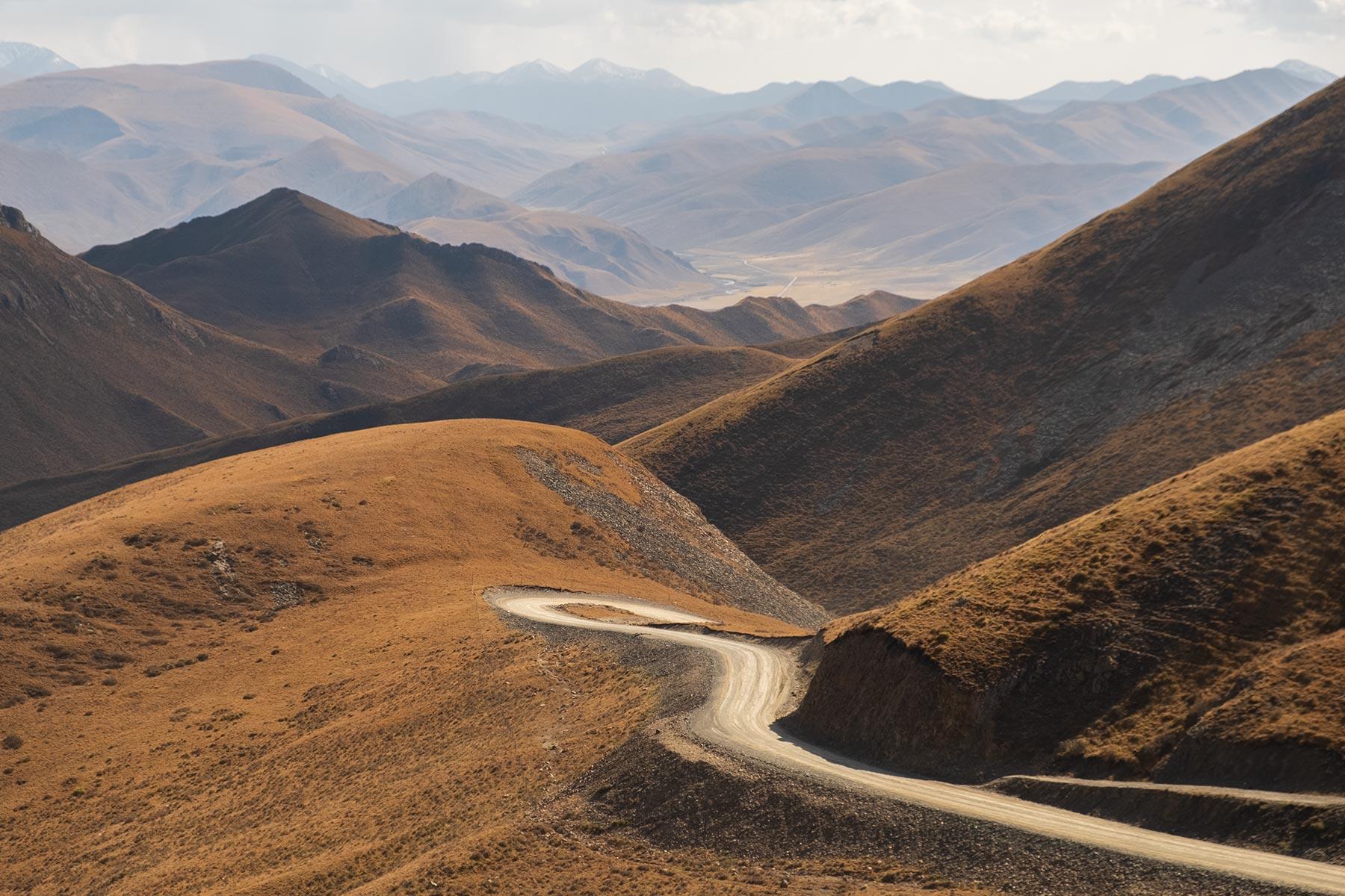 Fahrt von Gansu nach Qinghai durch die Berge