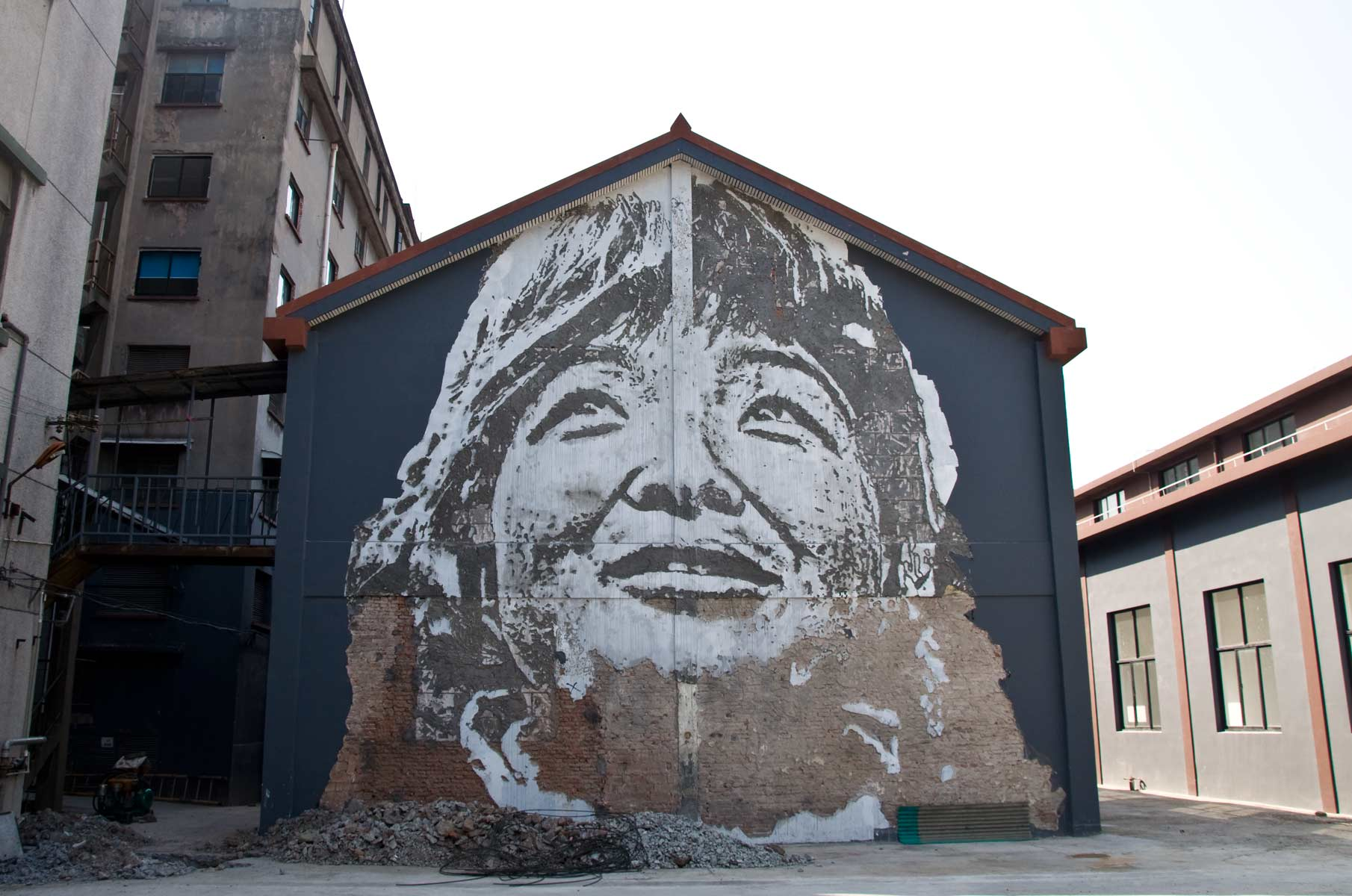"Vhils Streetart ""Visceral"" in Shanghai, China"