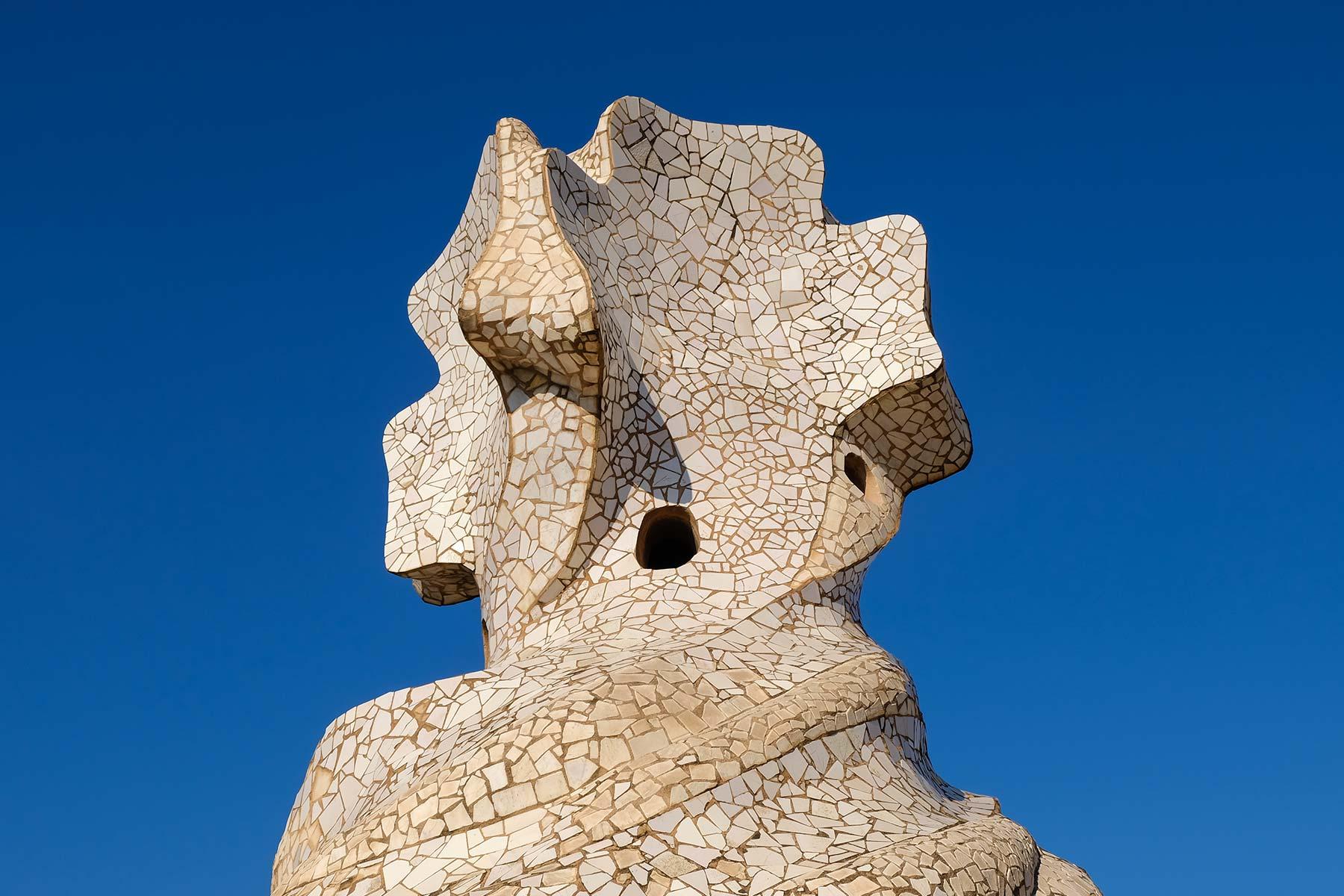 Figur auf dem Dach der Casa Milà in Barcelona