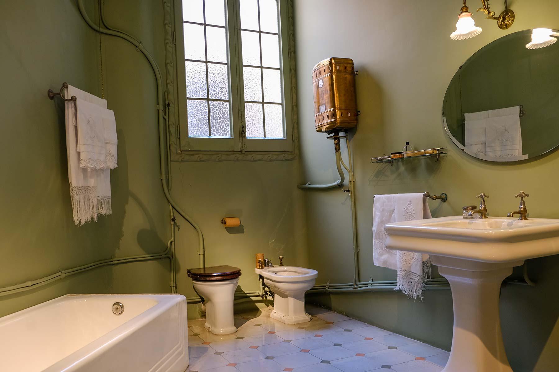 Badezimmer in der Casa Milà in Barcelona