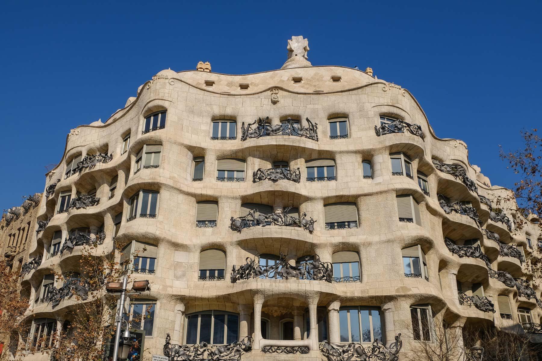 Außenfassade der Casa Milà in Barcelona