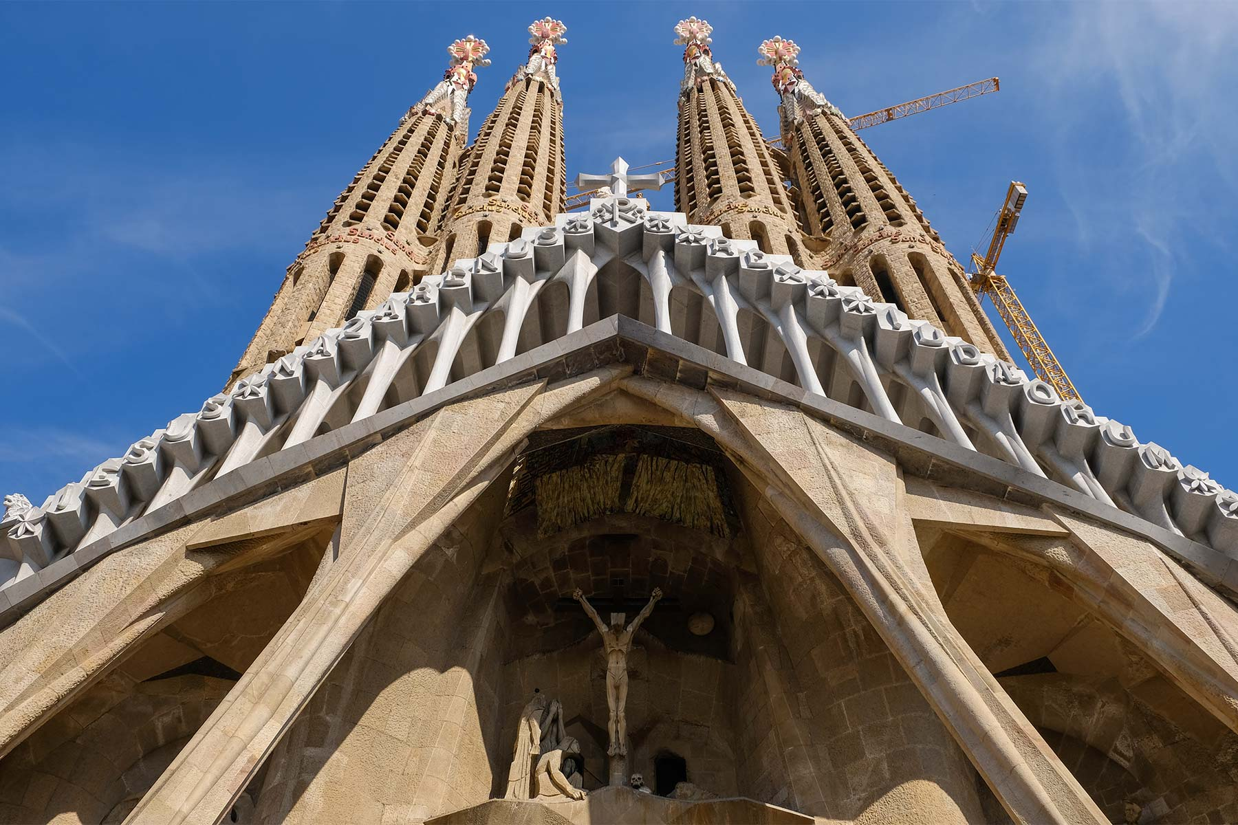 Passionsfassade der Sagrada Familia von Antoni Gaudi in Barcelona