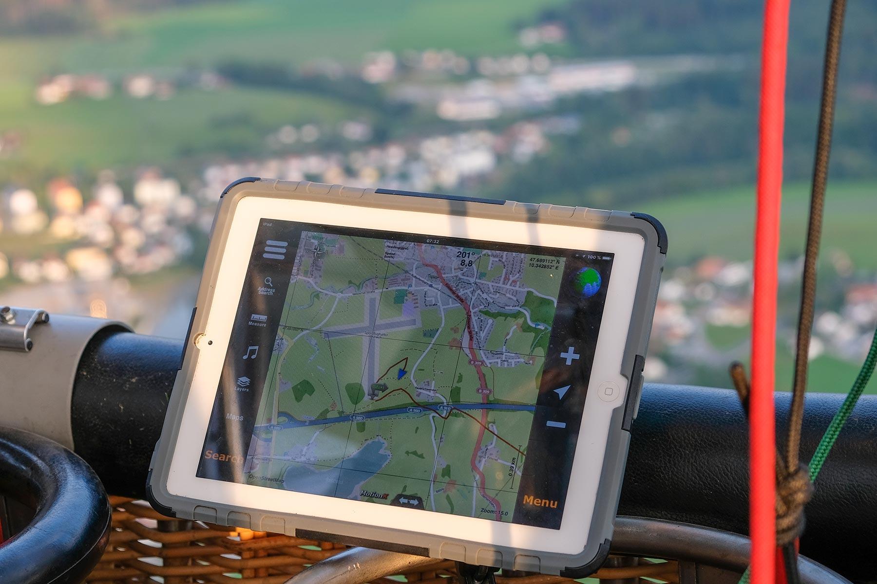 Navigationsgerät und Flugroute im Allgäuer Büble Bier Ballon