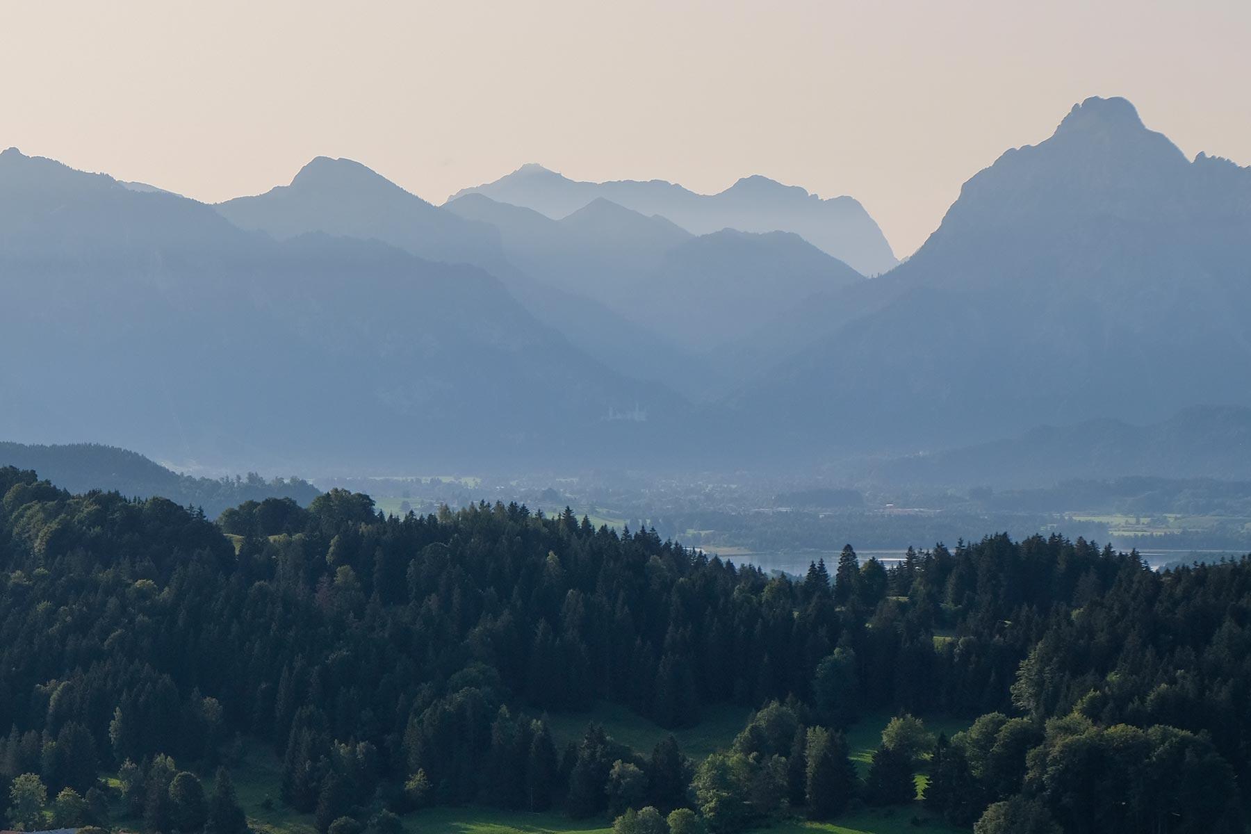 Blick auf Schloss Neuschwanstein aus dem Allgäuer Büble Bier Ballon