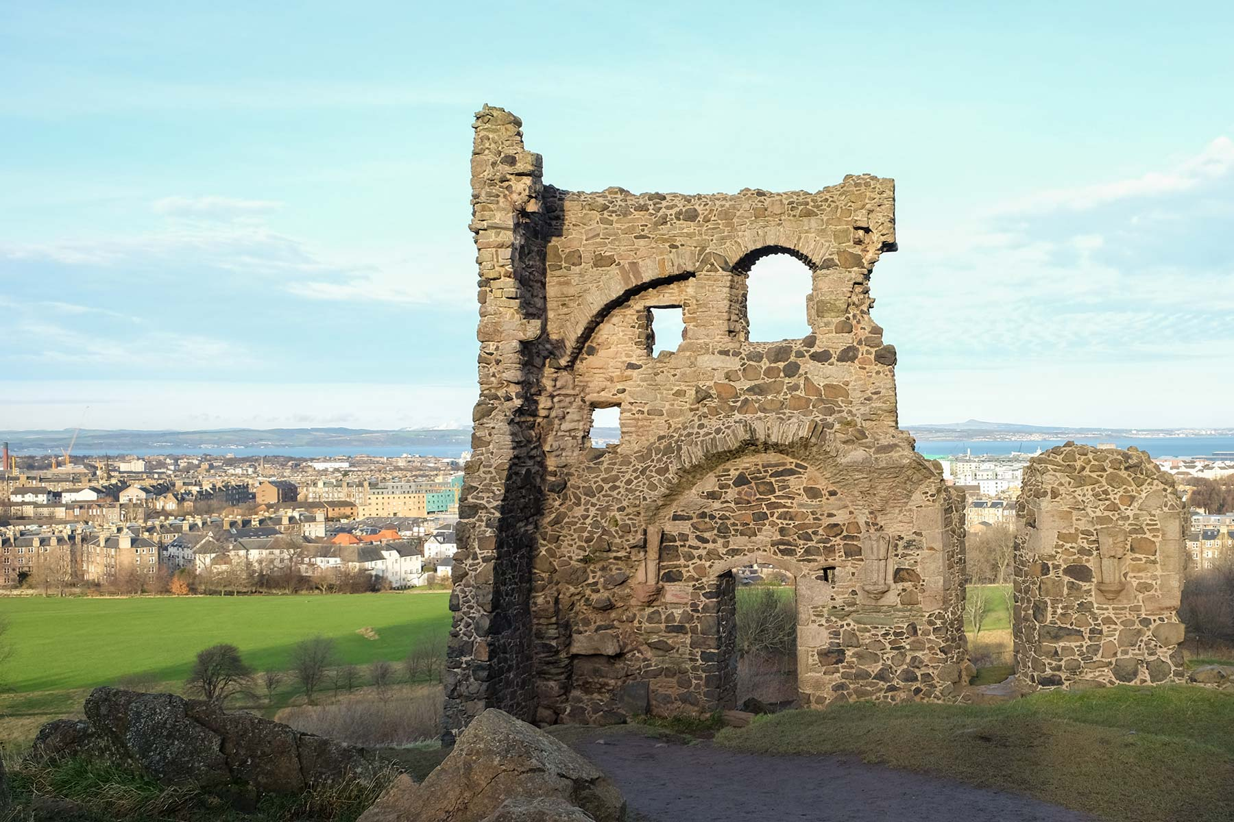 Saint Anthony's Chapel Ruins in Edinburgh, Schottland