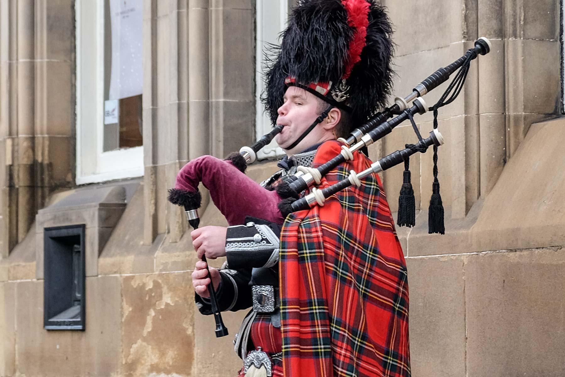 Dudelsack Spieler in Edinburgh, Schottland