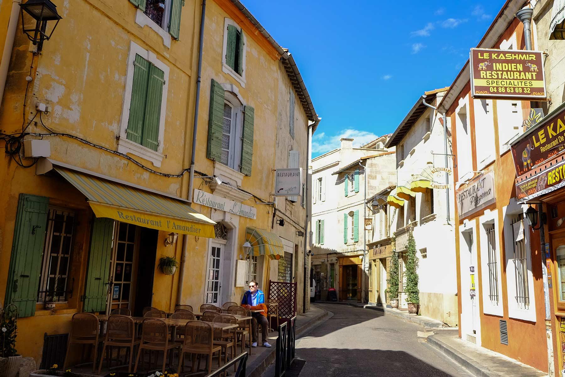 Straße in Arles, Frankreich
