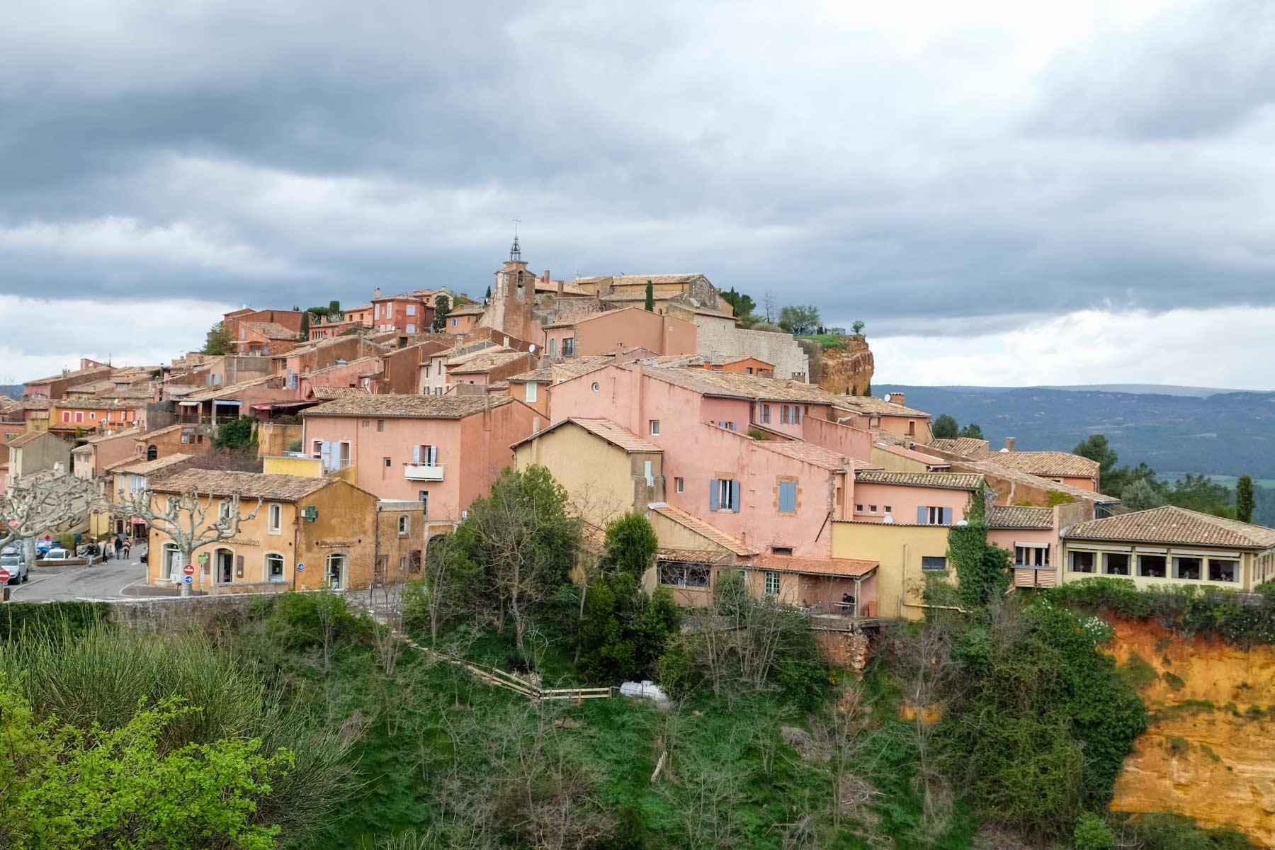 Blick auf Roussillon in der Provence, Frankreich