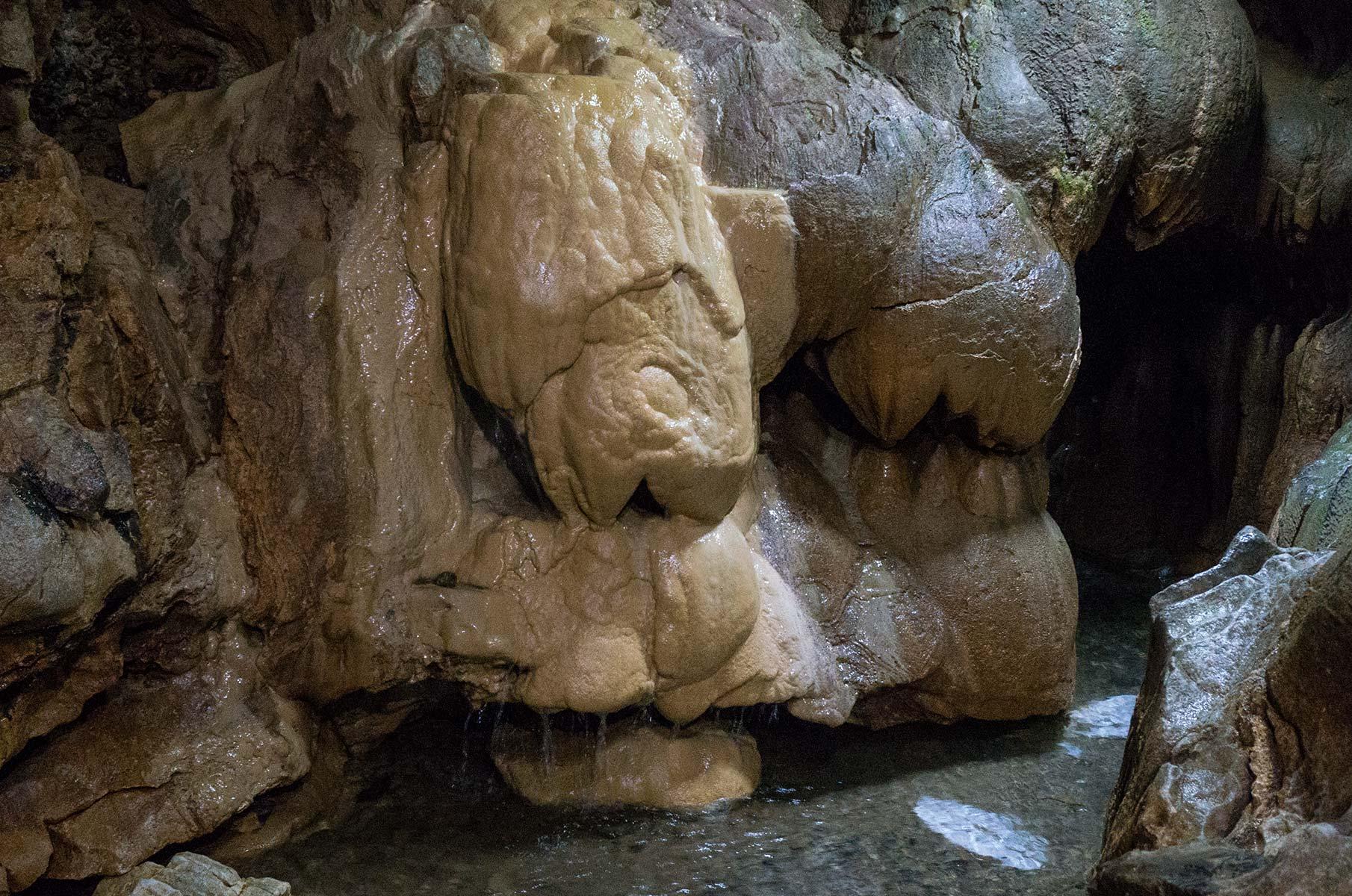 Senbutsu Limestone Cave Kalksteinhöhle in Japan