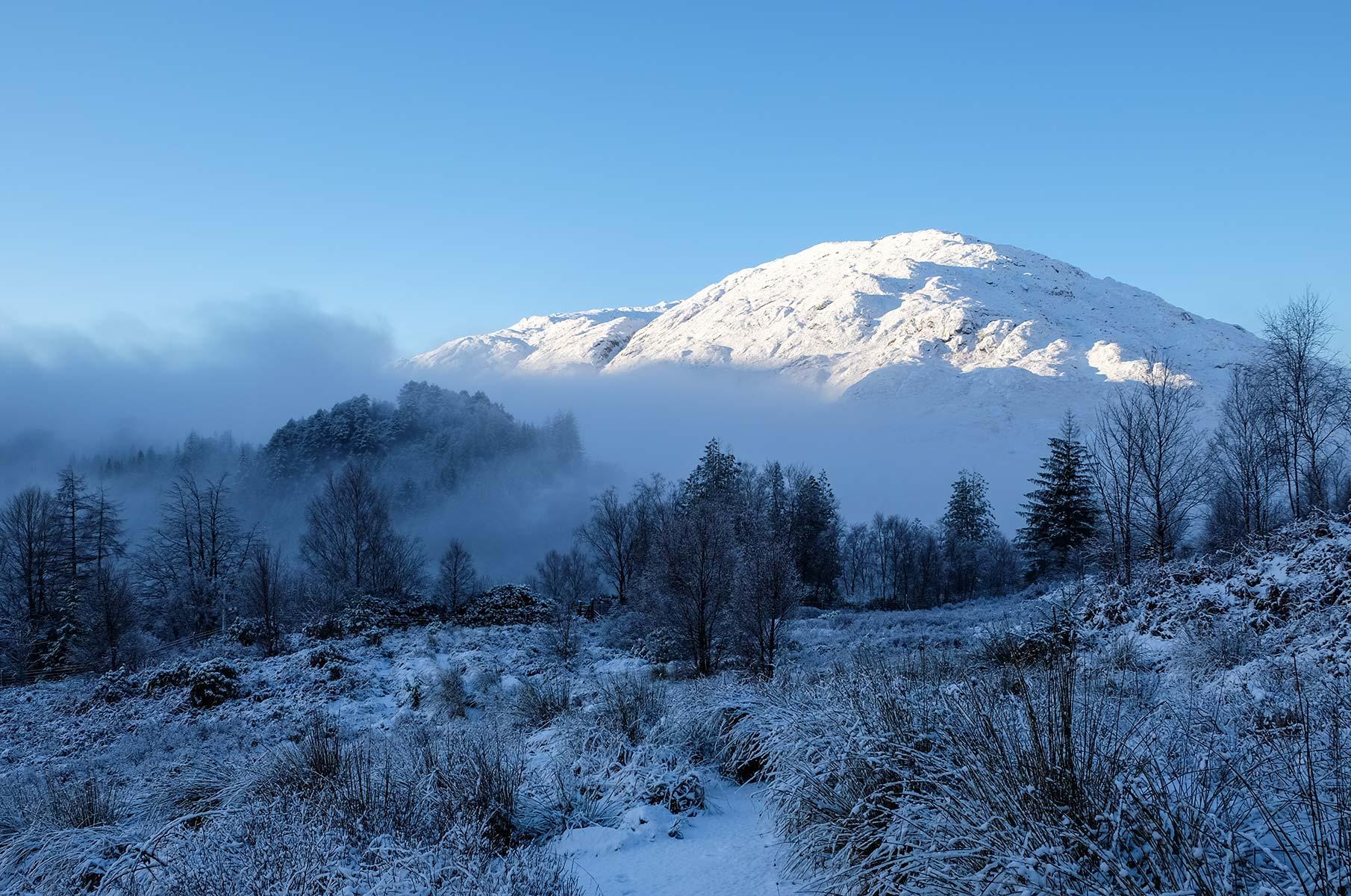 Winterlandschaft am Glenfinnan Viadukt in Schottland