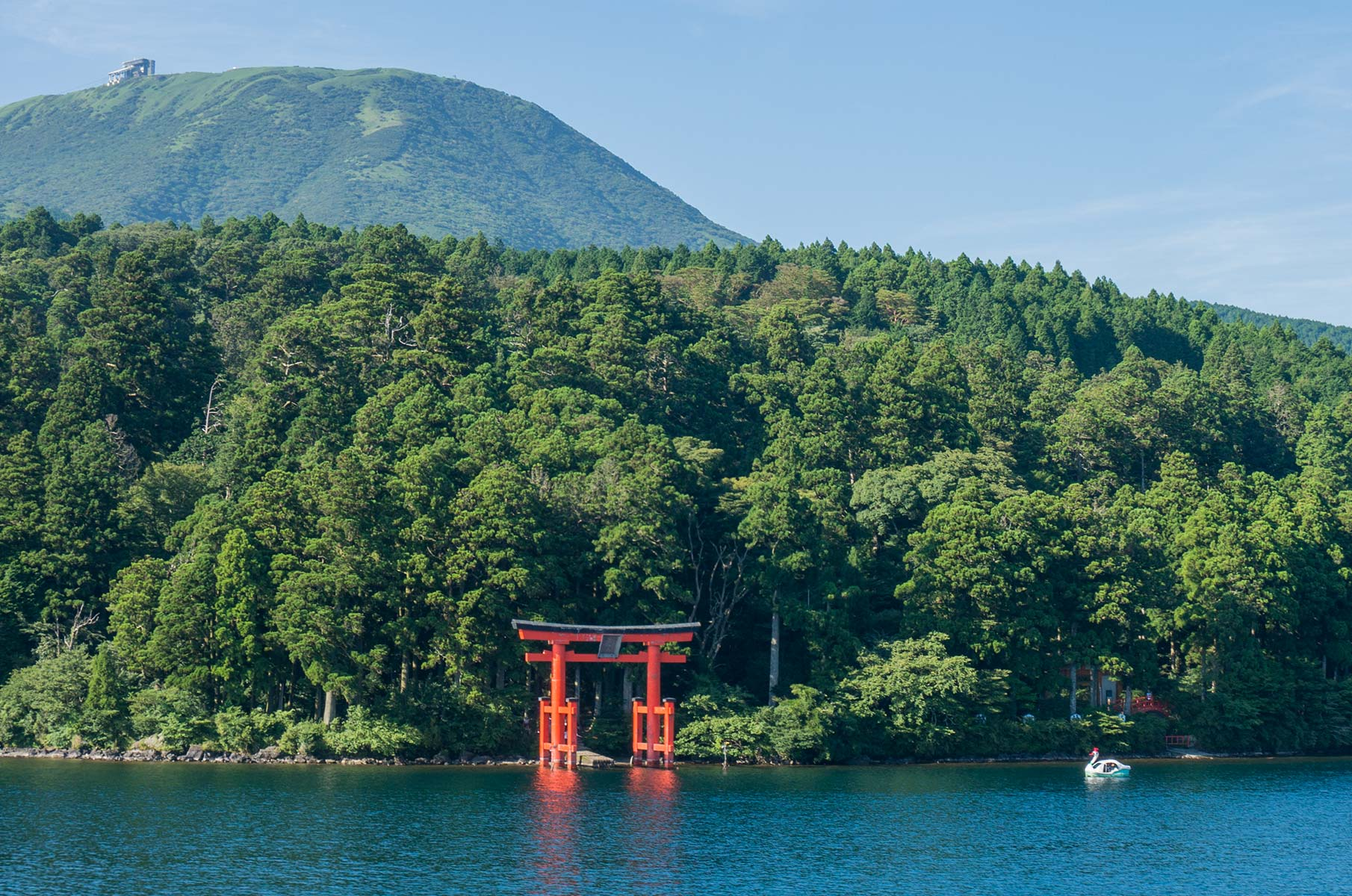 Shinto Schrein am Ashi See in Hakone Gora, Japan