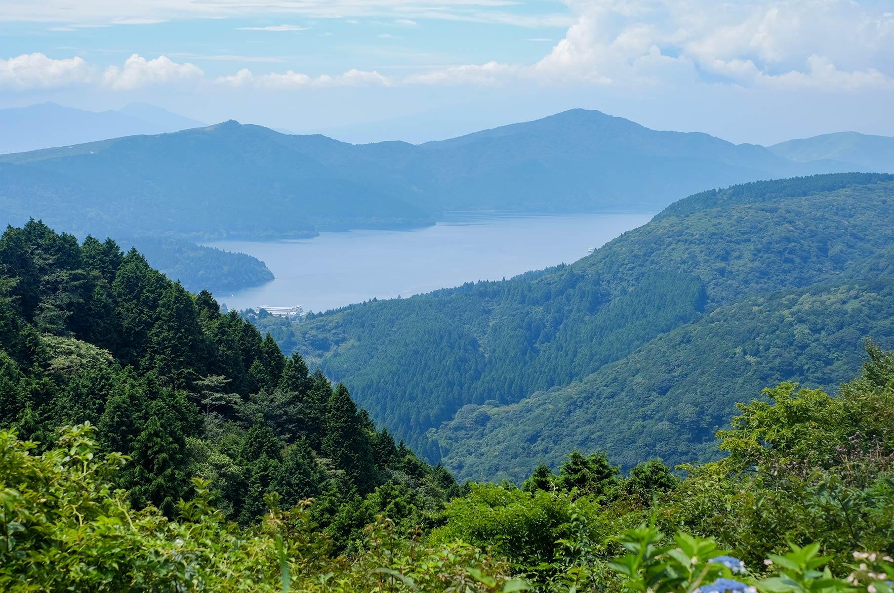 Blick auf den Ashi See in Hakone Gora, Japan