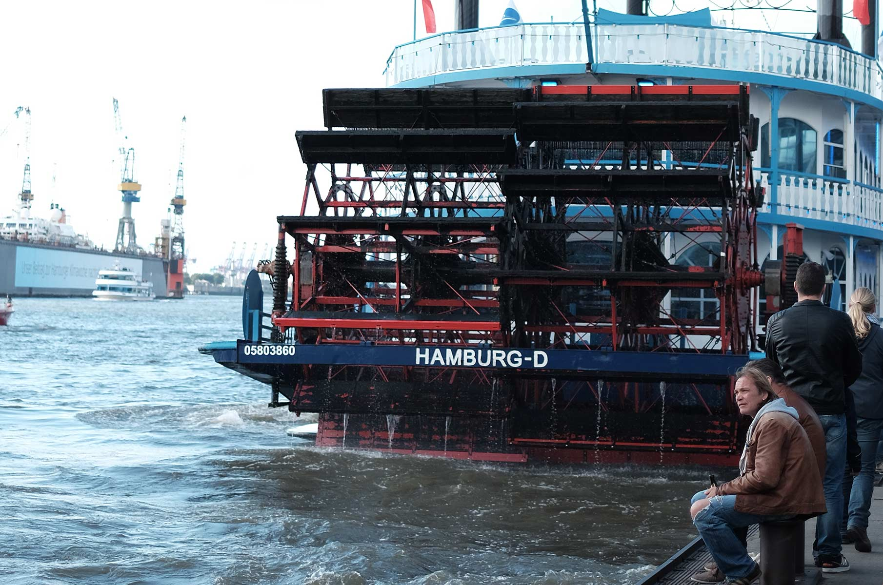 Mississippi Dampfer an den Landungsbrücken in Hamburg