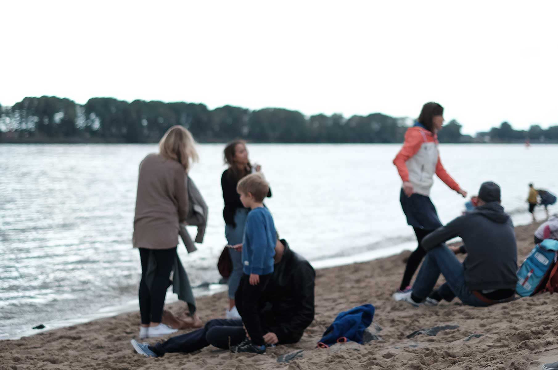 Am Strand in Oevelgönne in Hamburg