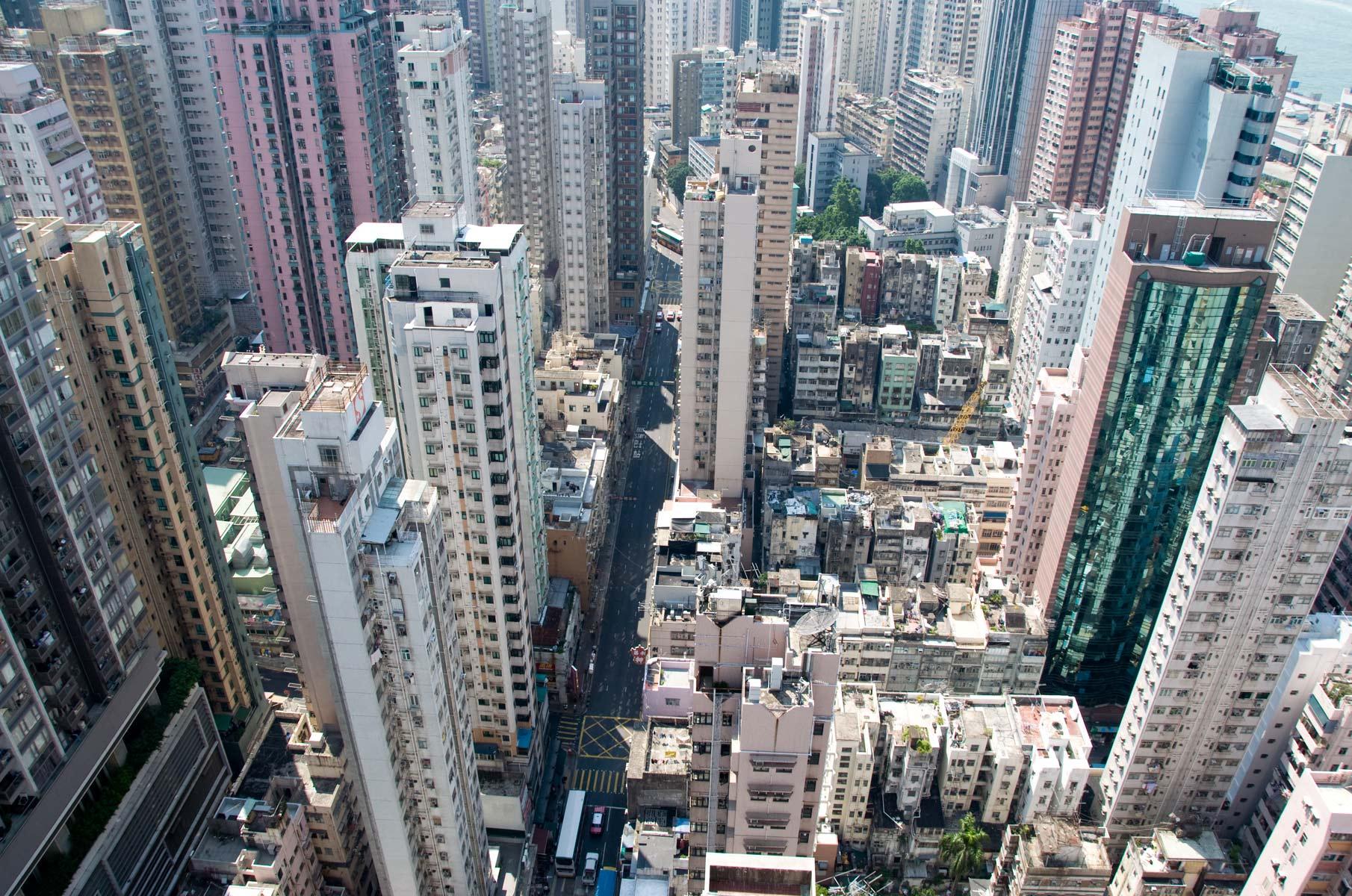 Blick vom Hochhaus auf Hochhaus Schluchten in Hongkong, China