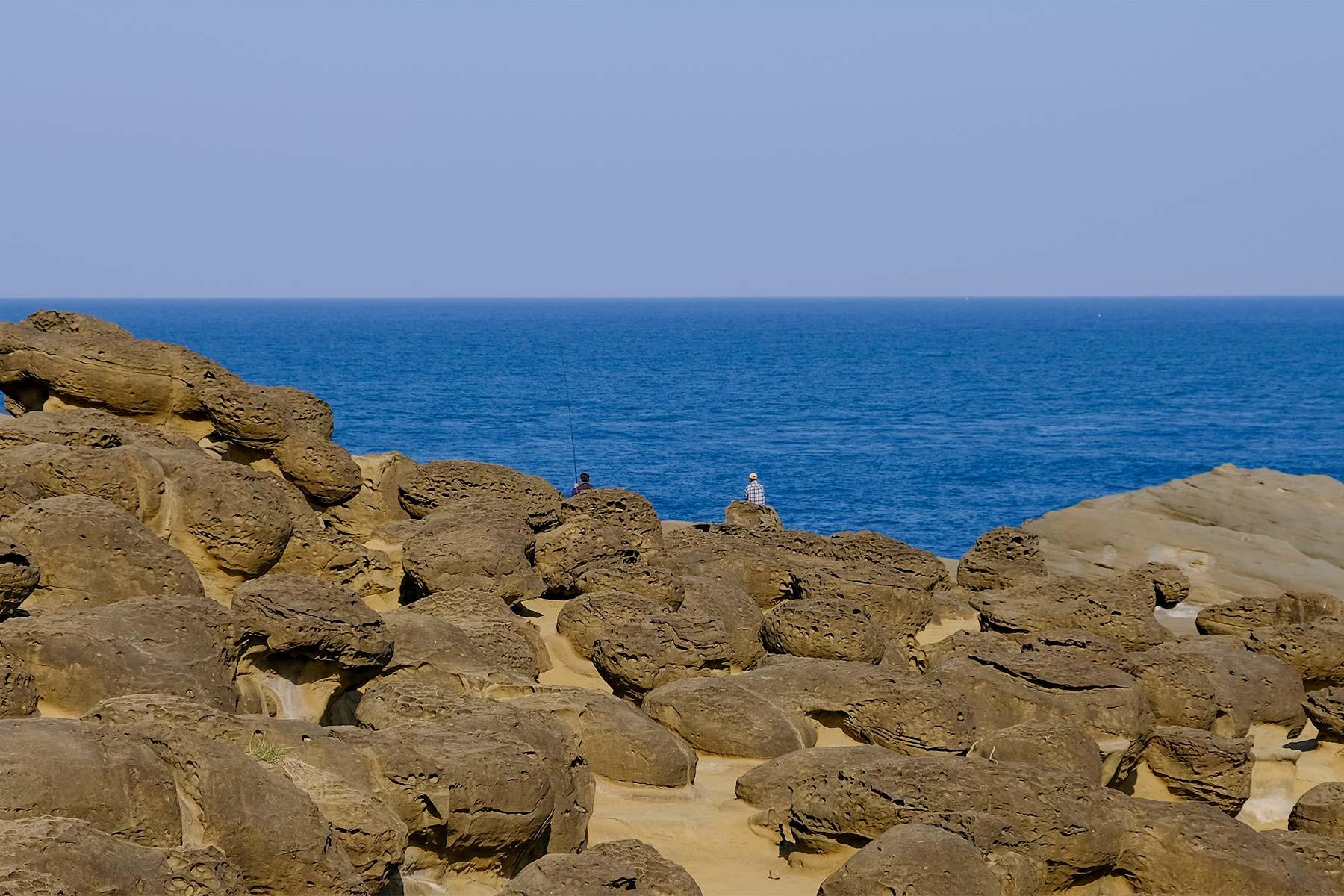 Angler beim Shen'ao Elephant Trunk Rock