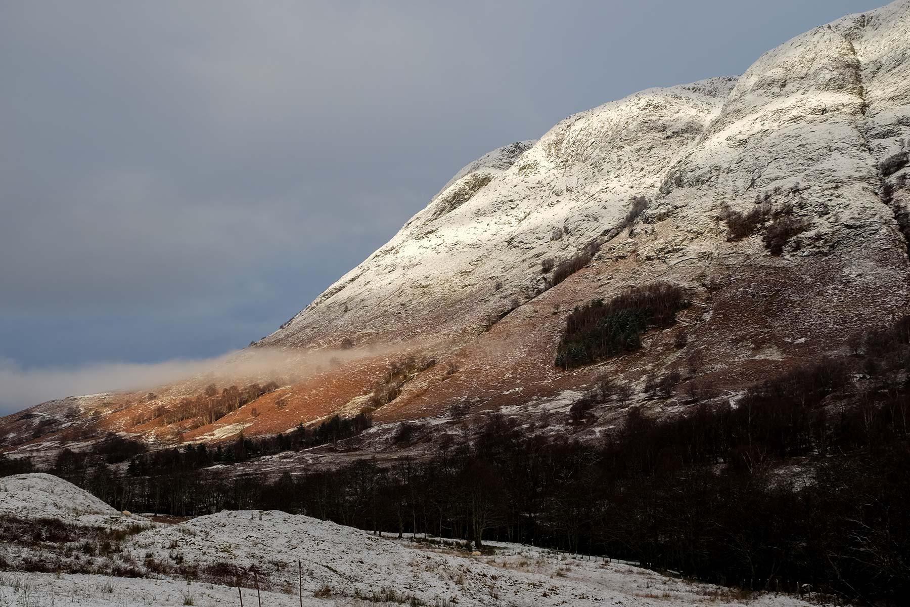 Schneelandschaft auf der Isle of Skye, Schottland