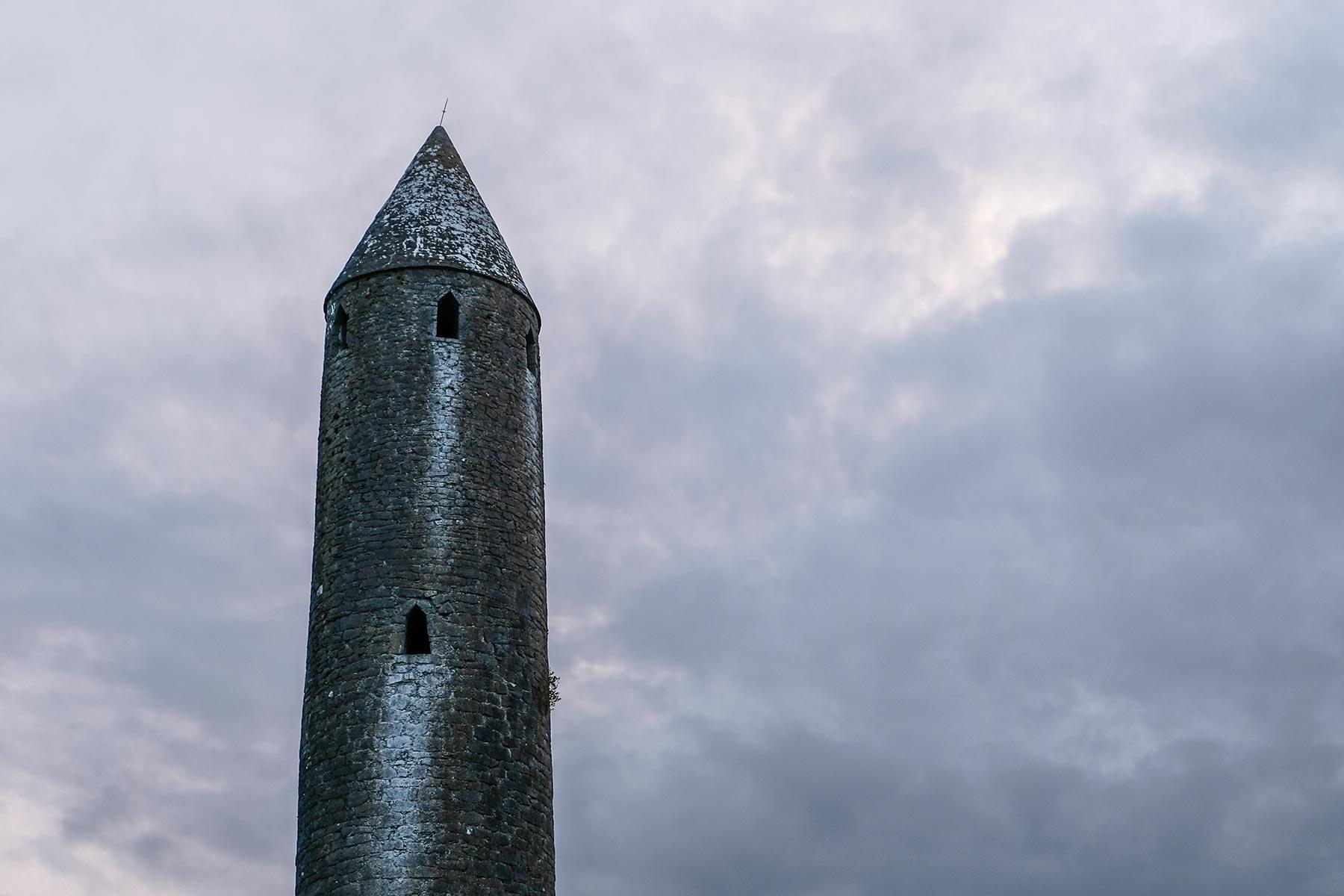 Kilmacduagh Monastery in Galway, Irland