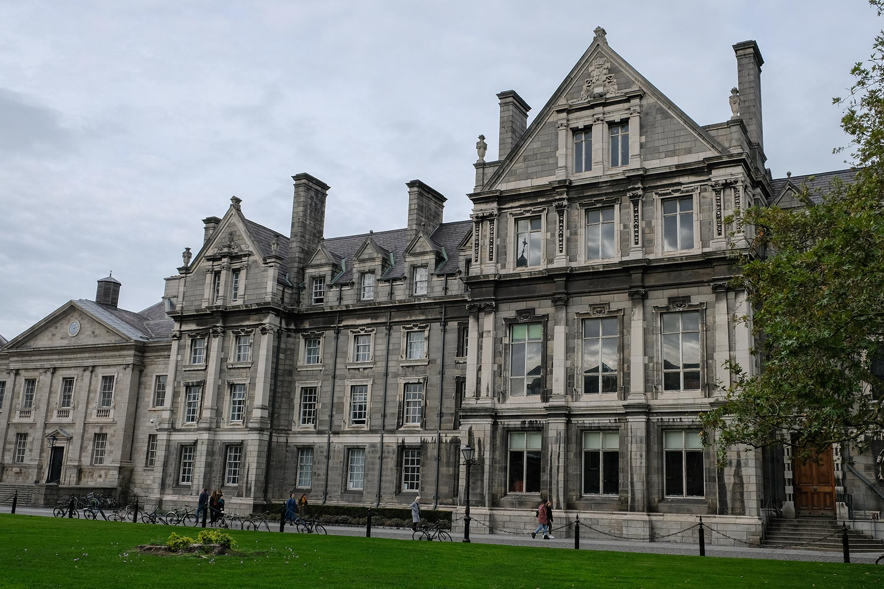 Gebäude des Trinity College Campus in Dublin