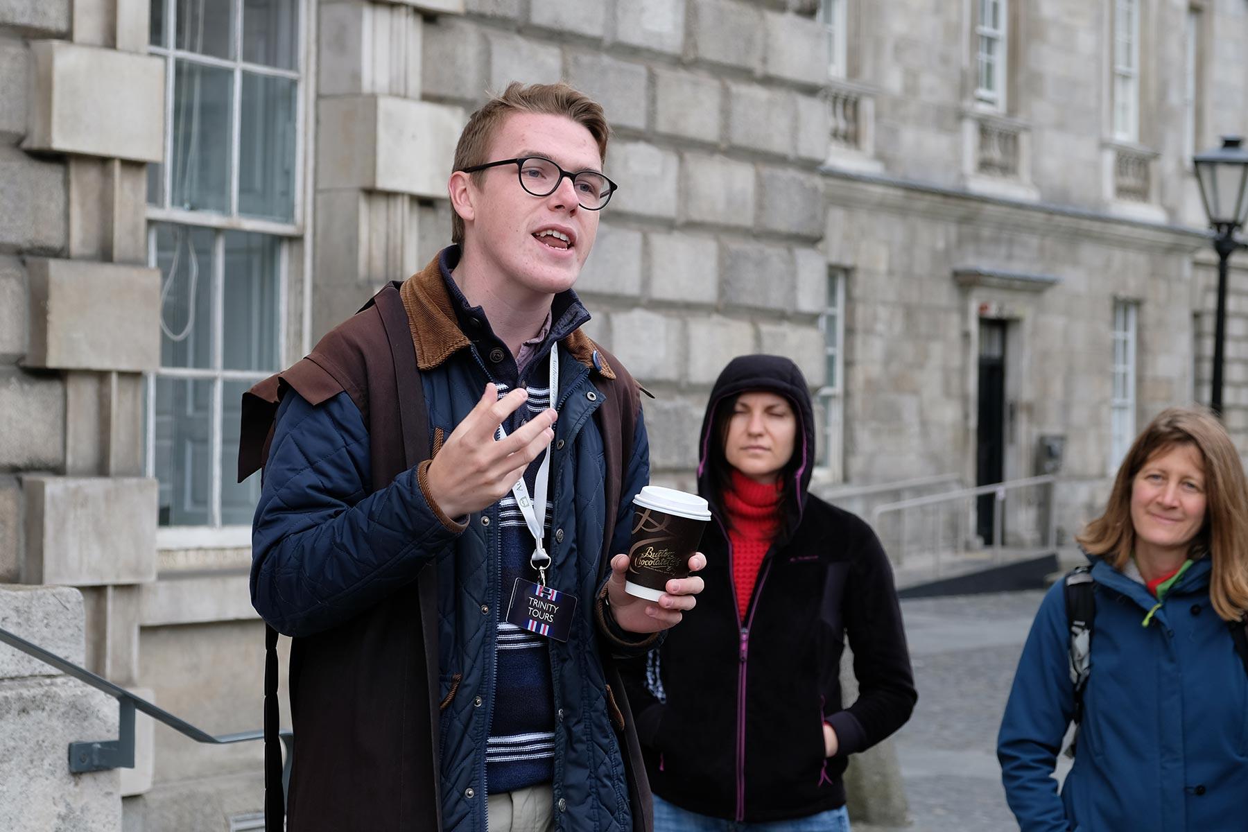 Führung durch das Trinity College Dublin durch einen Studenten