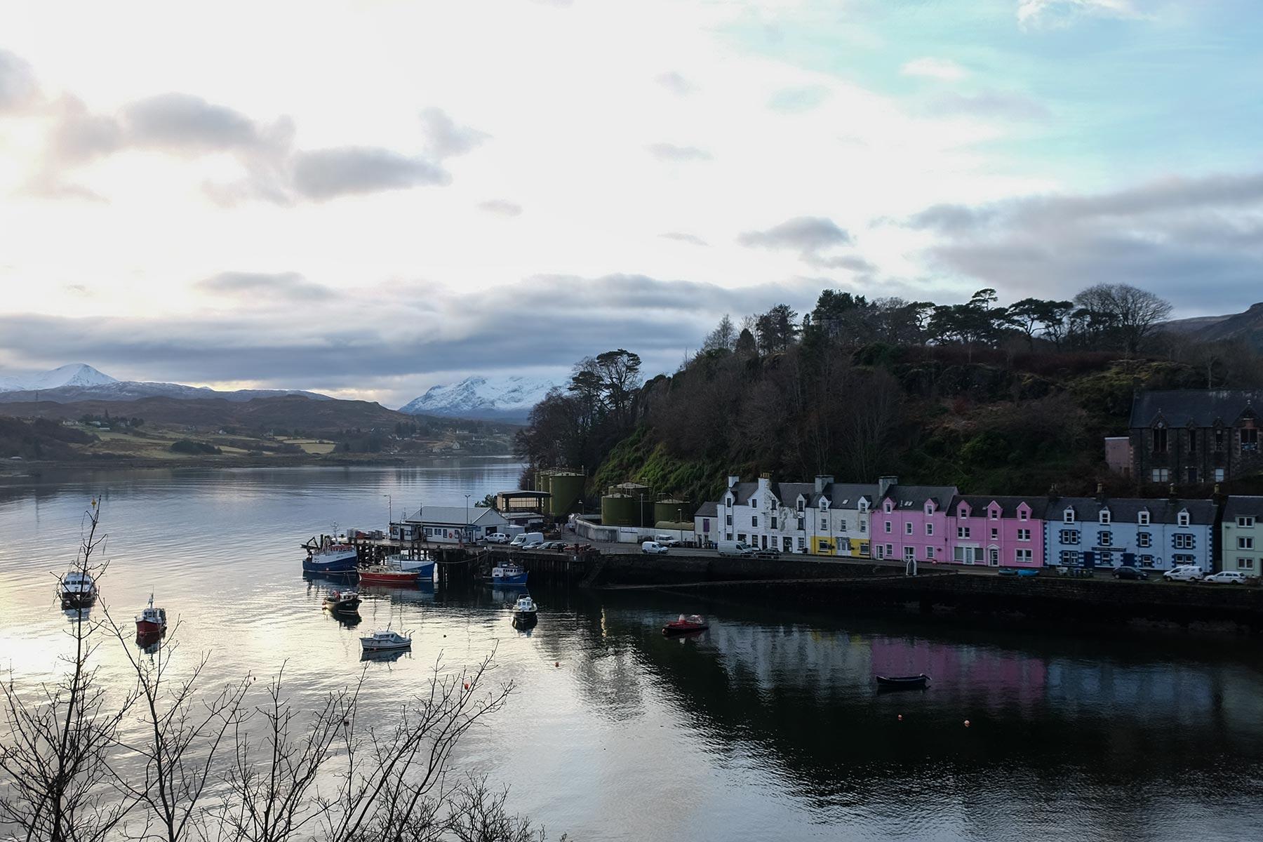 Hafen von Portree auf der Isle of Skye, Schottland