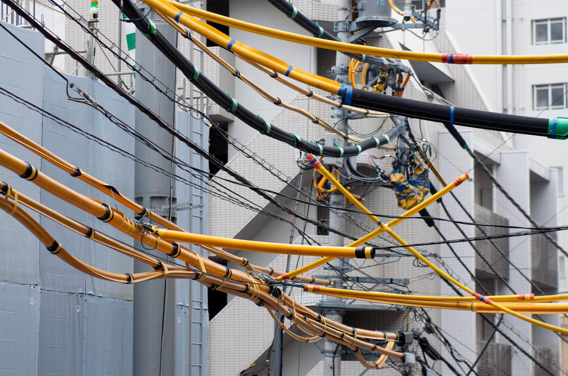 Oberirdische Kabel in Tokyo, Japan
