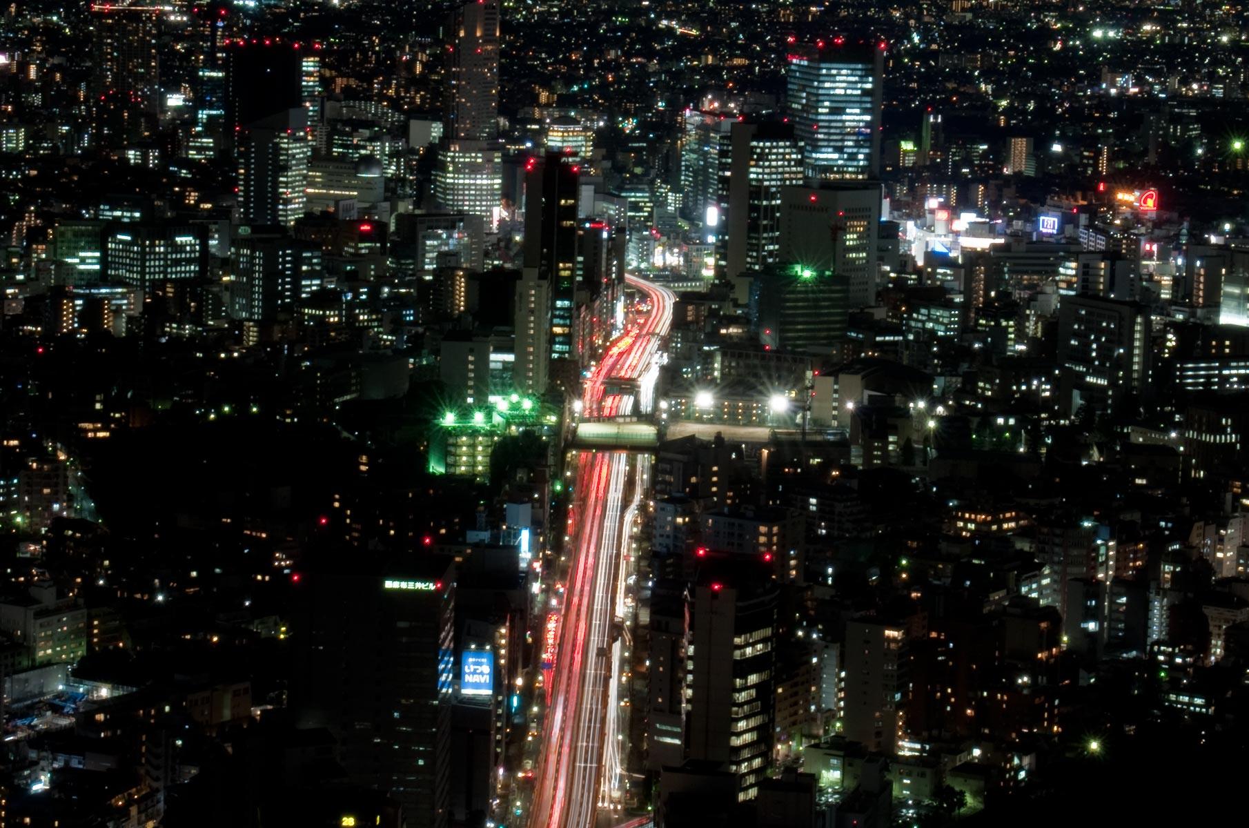 Blick vom Tokyo City View Observation Deck bei Nacht, Japan