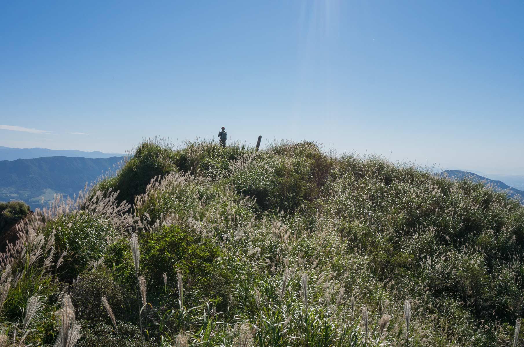 Gipfel des Mt. Eboshi in der Mt. Aso Gras- und Vulkanlandschaft, Japan